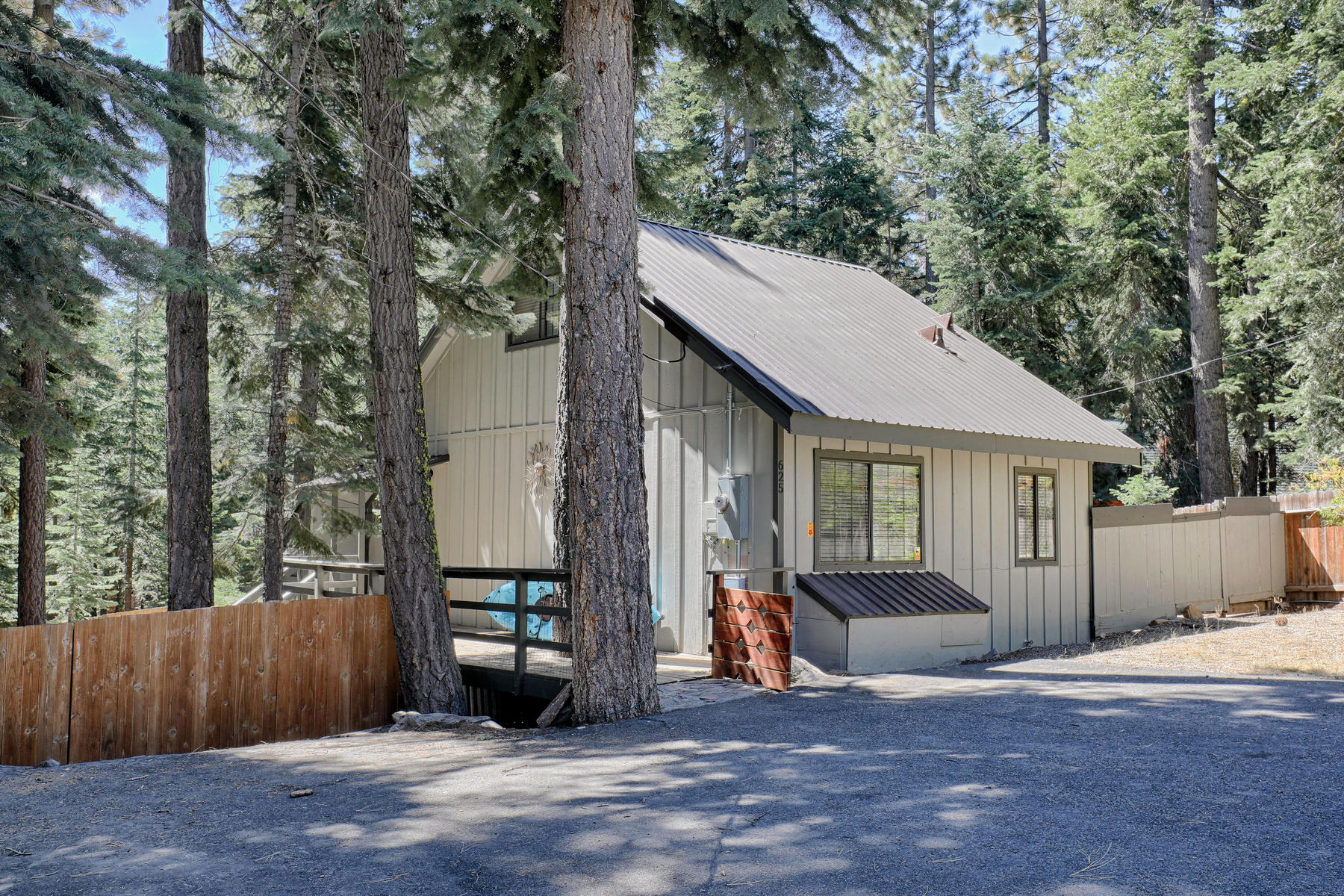 Additional photo for property listing at 625 Northridge Drive, Carnelian Bay CA 96140 625 Northridge Drive Carnelian Bay, California 96140 United States