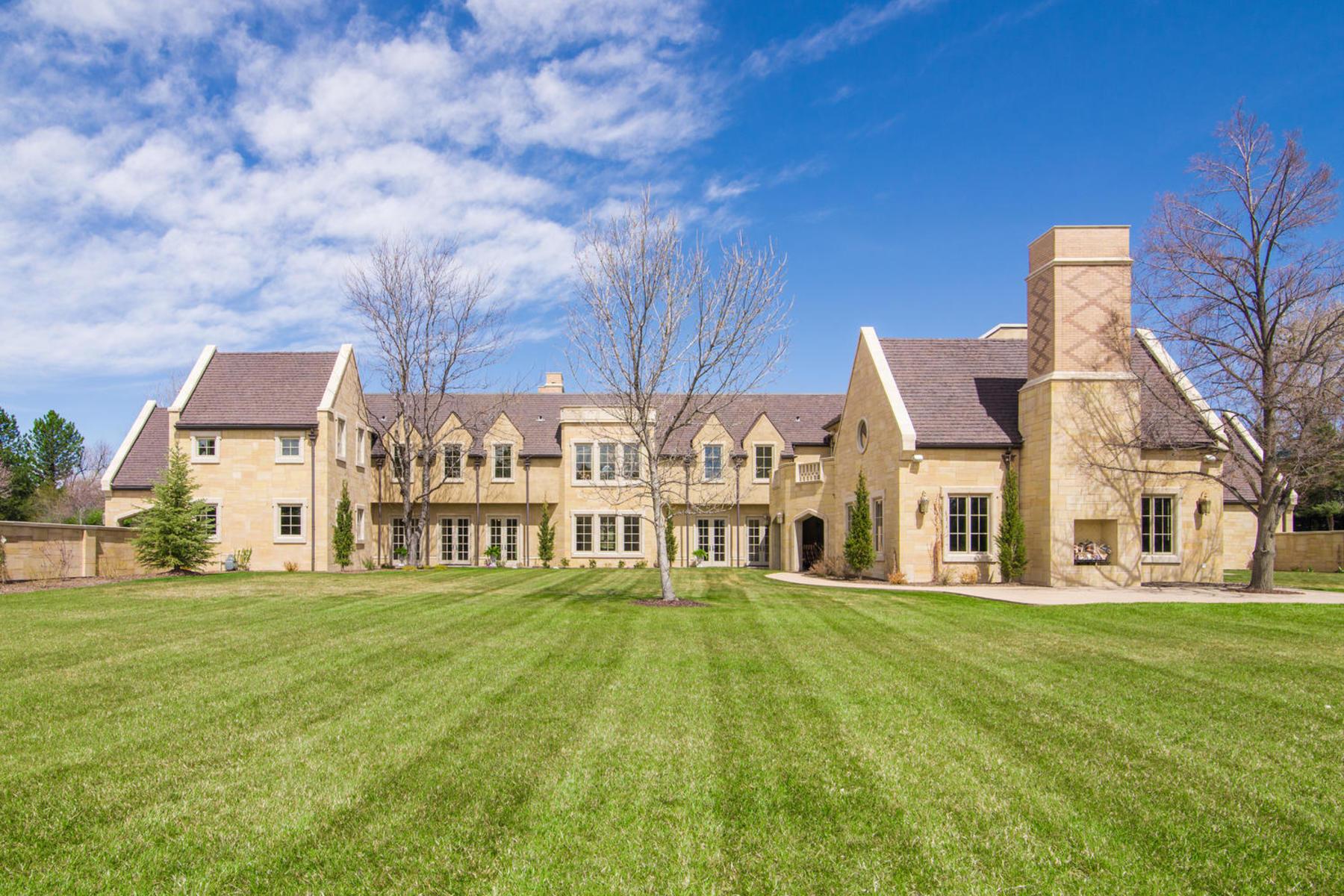 Property por un Venta en This English manor home is nestled on 2.5 serene acres in Cherry Hills Village. 1 Tenaya Ln Cherry Hills Village, Colorado 80113 Estados Unidos