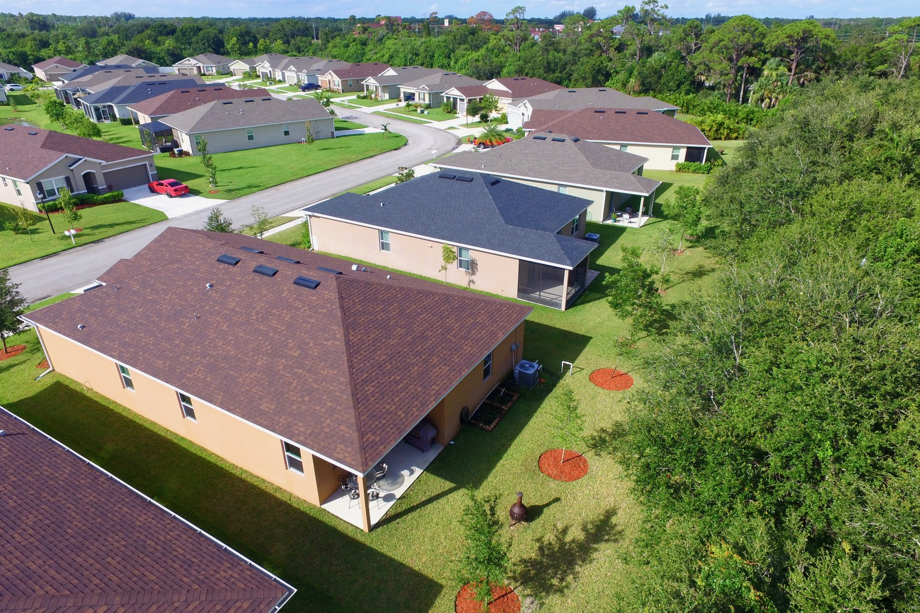 Additional photo for property listing at Newer Home Tucked Against Wooded Preserve with Builder Warranty! 138 Port Royal Court Sebastian, Florida 32958 United States