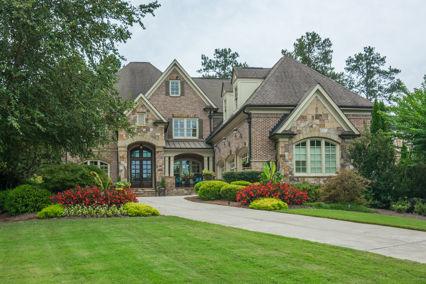 Single Family Homes のために 売買 アット Elegant Home, Country Club Setting 6327 Howell Cobb Court, Acworth, ジョージア 30101 アメリカ