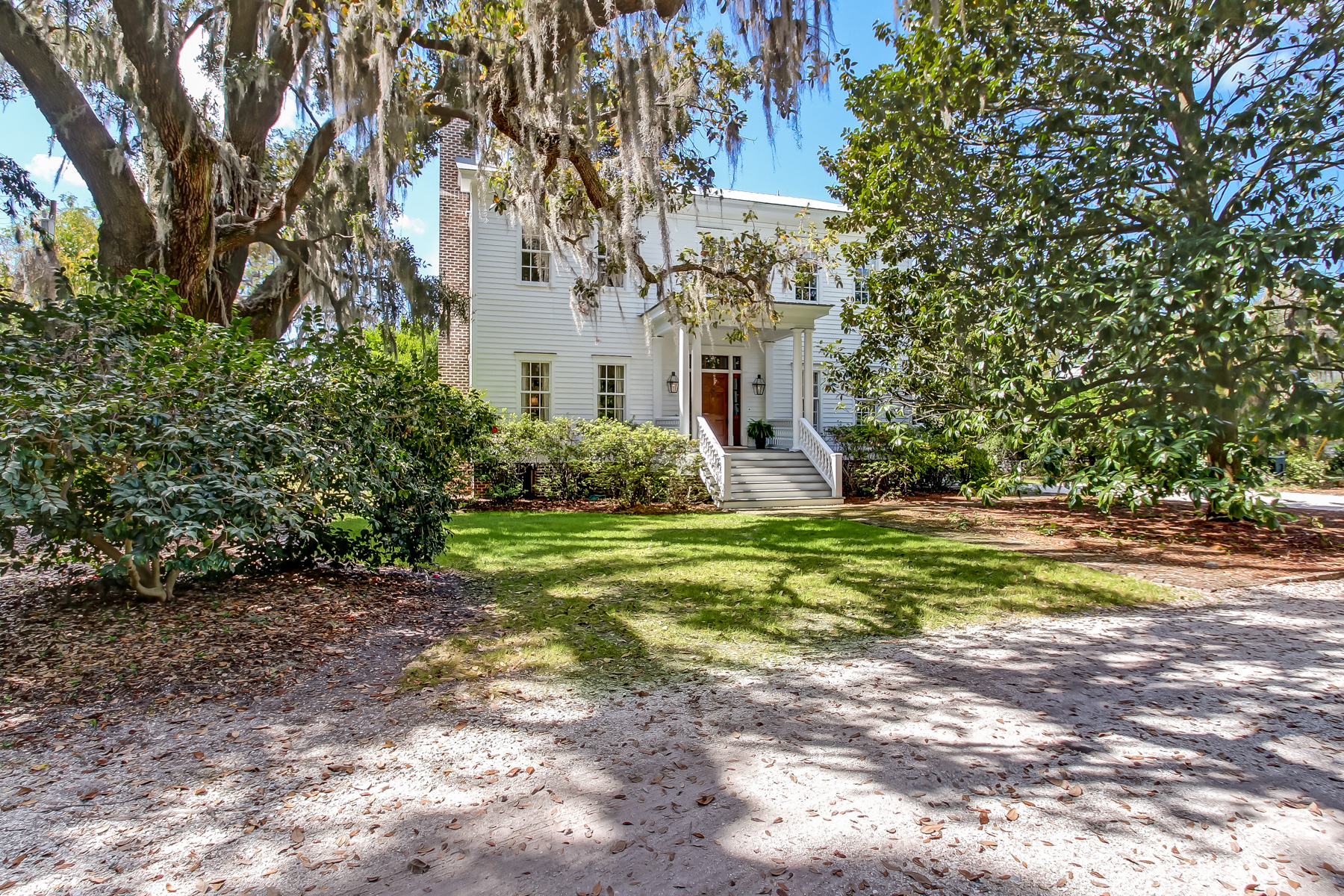 Maison unifamiliale pour l Vente à 805 Dancy Avenue Savannah, Georgia 31419 États-Unis