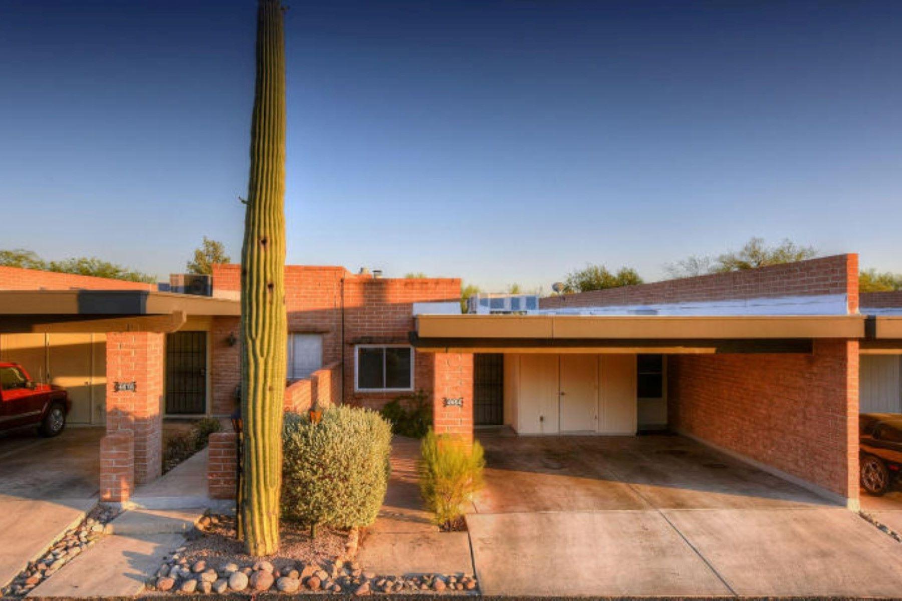 Maison en rangée pour l Vente à Beautifully Remodeled Townhome 4864 E Placita Arenosa Tucson, Arizona, 85718 États-Unis