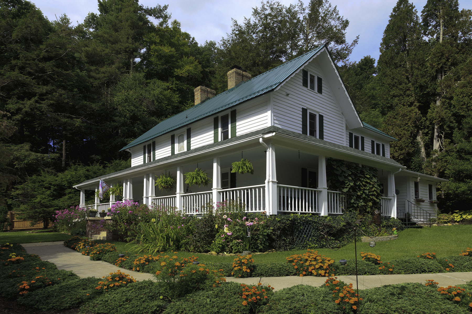 Single Family Homes for Active at 404 Old Bristol Rd Boone, North Carolina 28607 United States