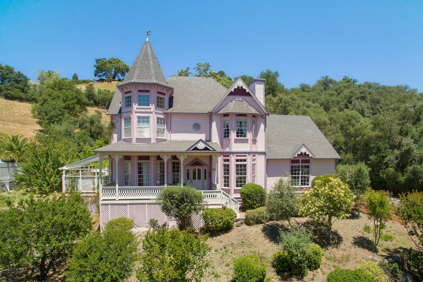 Single Family Homes for Sale at Cloverdale Victorian 130 Oakbrook Lane Cloverdale, California 95425 United States