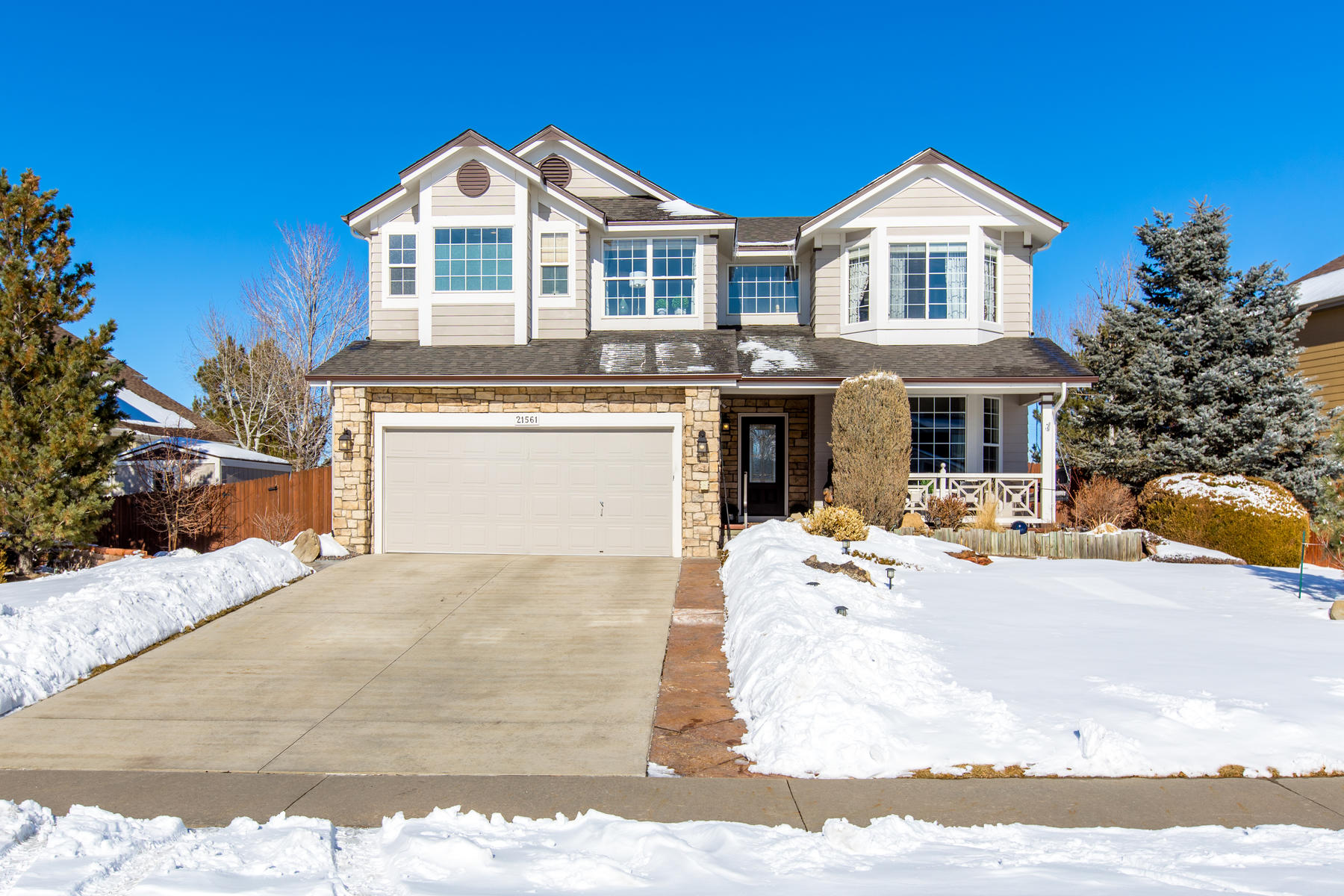 """Single Family Homes のために 売買 アット A """"one of a kind"""" home! Immaculately maintained and beautiful renovated. 21561 Unbridled Avenue Parker, コロラド 80138 アメリカ"""