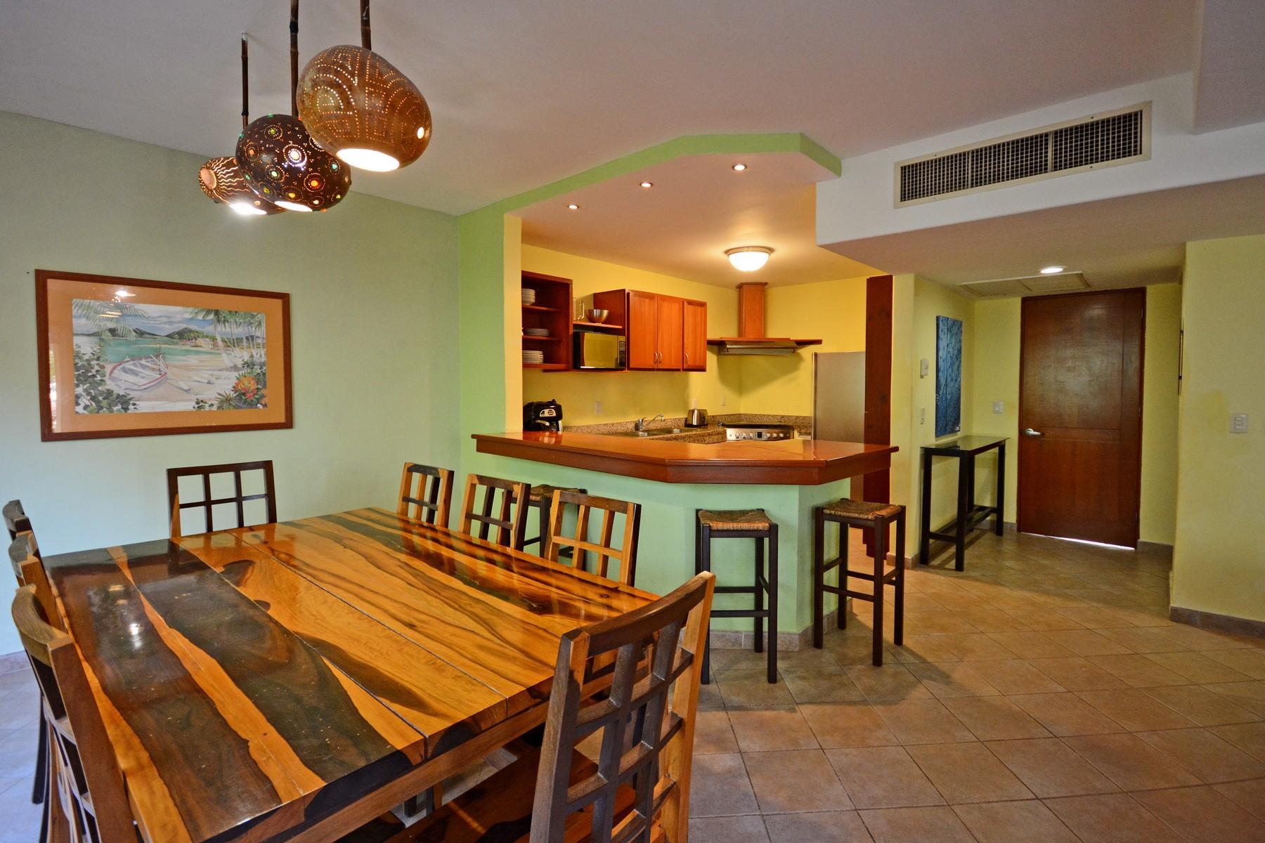 Additional photo for property listing at CASA AMIGOS Avenida Paseo Coba Condominio Hoyo 4, PH #103 Playa Del Carmen, Quintana Roo 77710 México