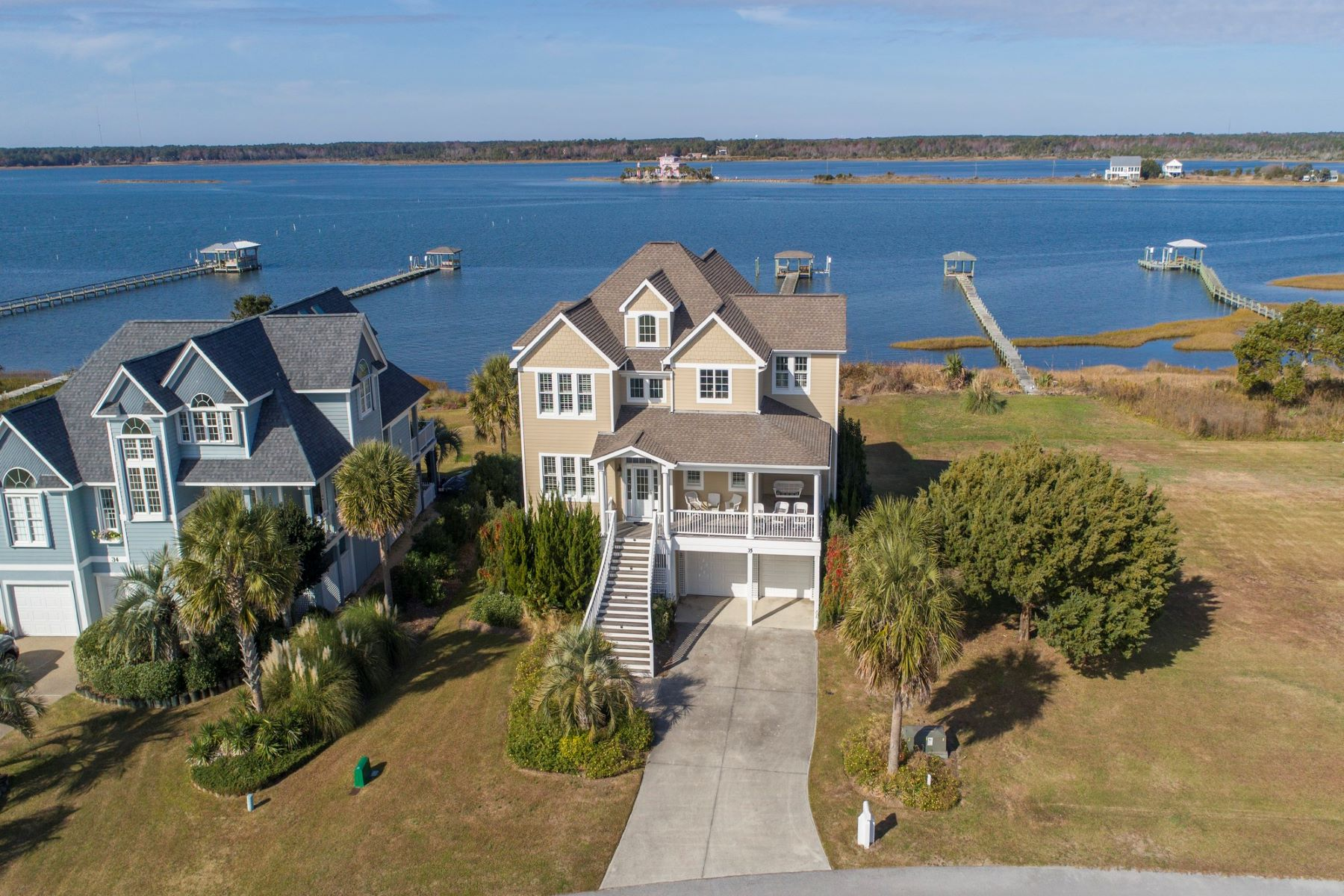 独户住宅 为 销售 在 Stunning Waterfront Home With Expansive Views 35 Sailview Drive, N Topsail Beach, 北卡罗来纳州, 28460 美国