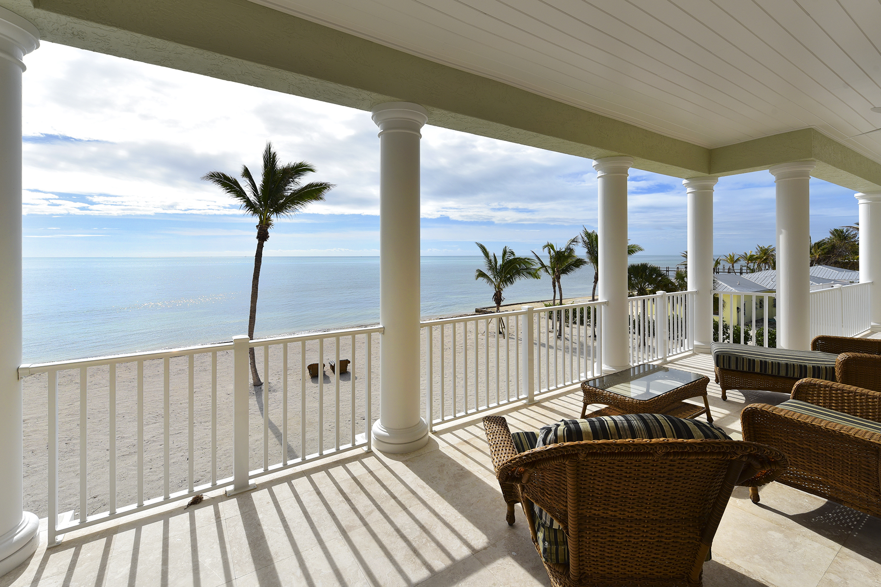 Additional photo for property listing at Exquisite Oceanfront Estate 75931 Overseas Highway Islamorada, Florida 33036 Estados Unidos