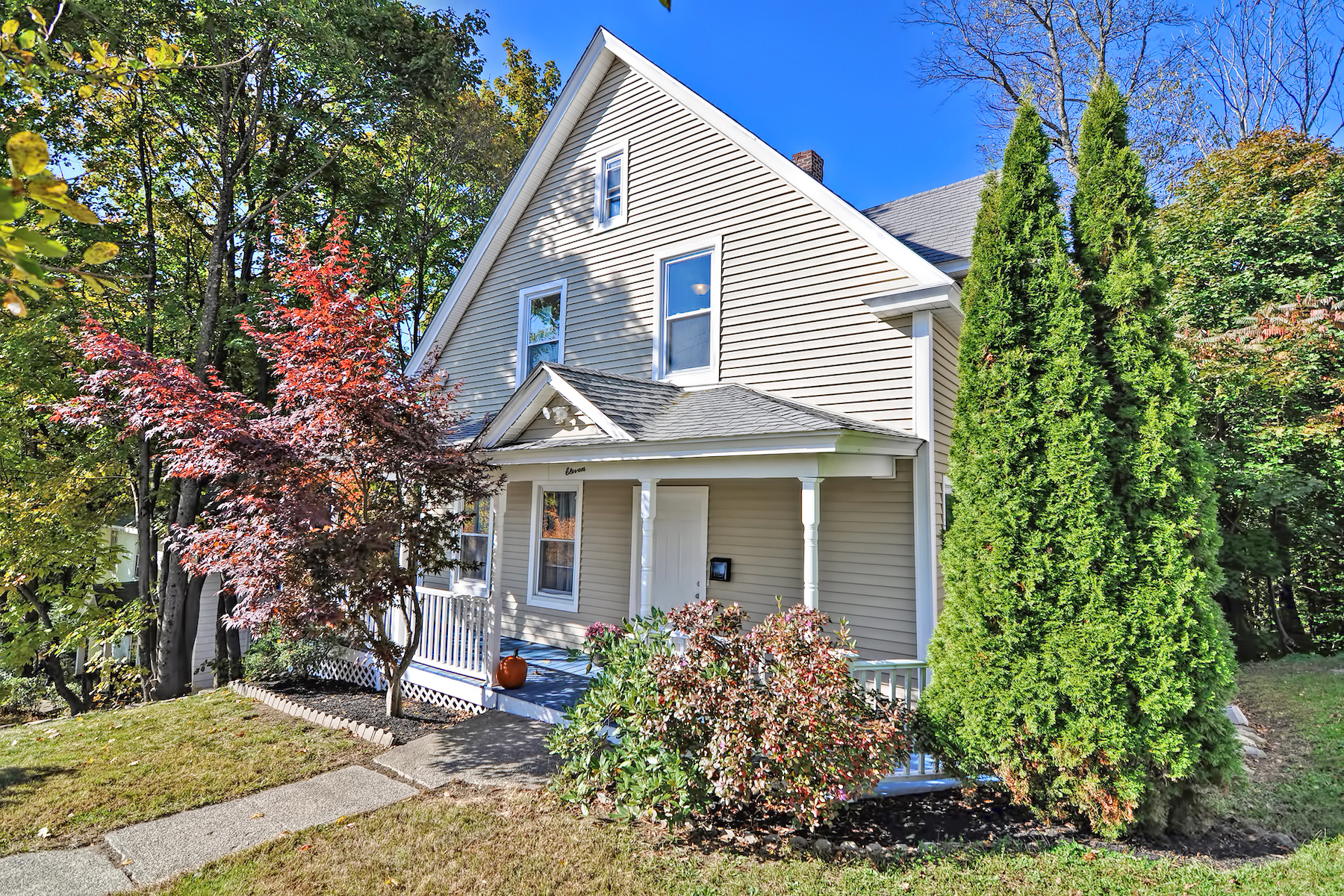 Single Family Homes pour l Vente à 11 Wrentham Road Worcester, Massachusetts 01602 États-Unis