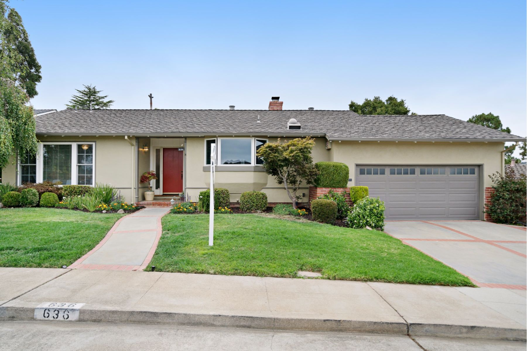 Частный односемейный дом для того Продажа на 636 Hobart Avenue San Mateo, Калифорния 94402 Соединенные Штаты