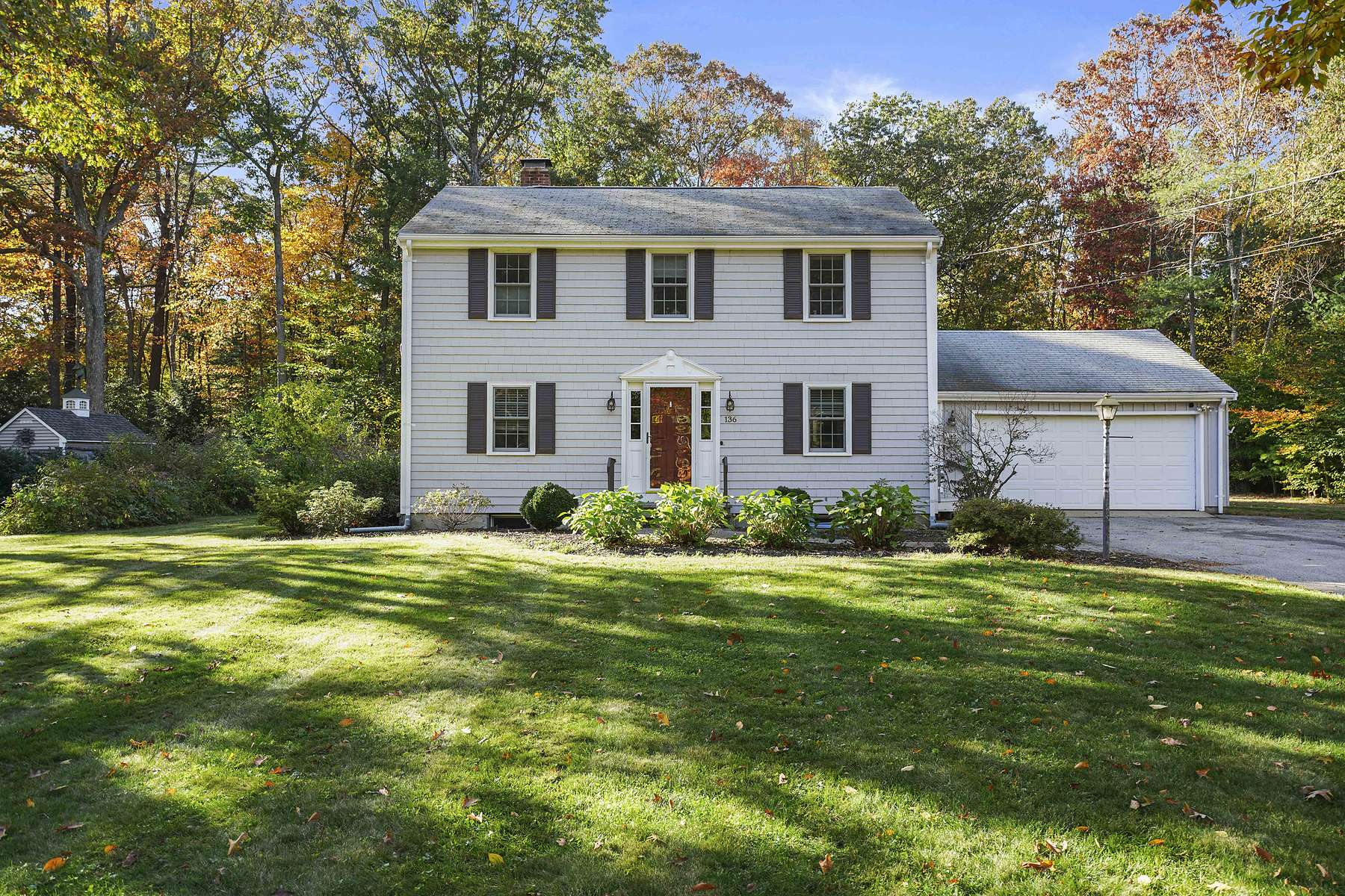 Single Family Homes for Sale at Picture Perfect Colonial 136 Hemlock Drive Norwell, Massachusetts 02061 United States