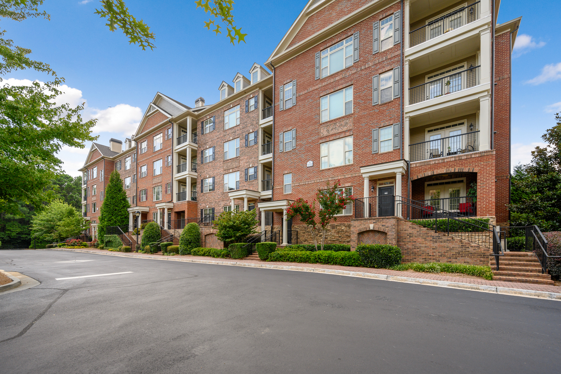 Condominiums per Vendita alle ore Fantastic Location 2300 Peachford Road No. 3103, Dunwoody, Georgia 30338 Stati Uniti