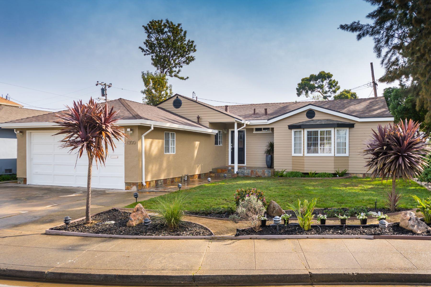 Casa Unifamiliar por un Venta en 1300 Queens Avenue San Mateo, California 94403 Estados Unidos