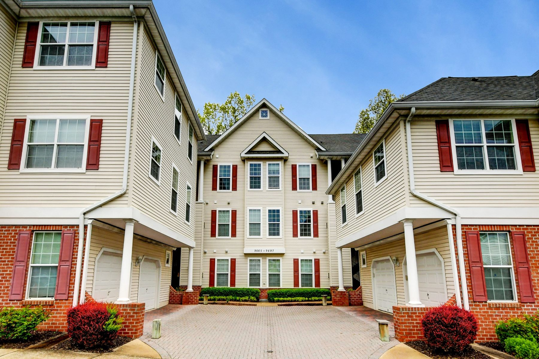 Condominiums for Sale at Move In Ready Condominium in Hollington At The Pointe 9667 Devedente Drive #103 Owings Mills, Maryland 21117 United States