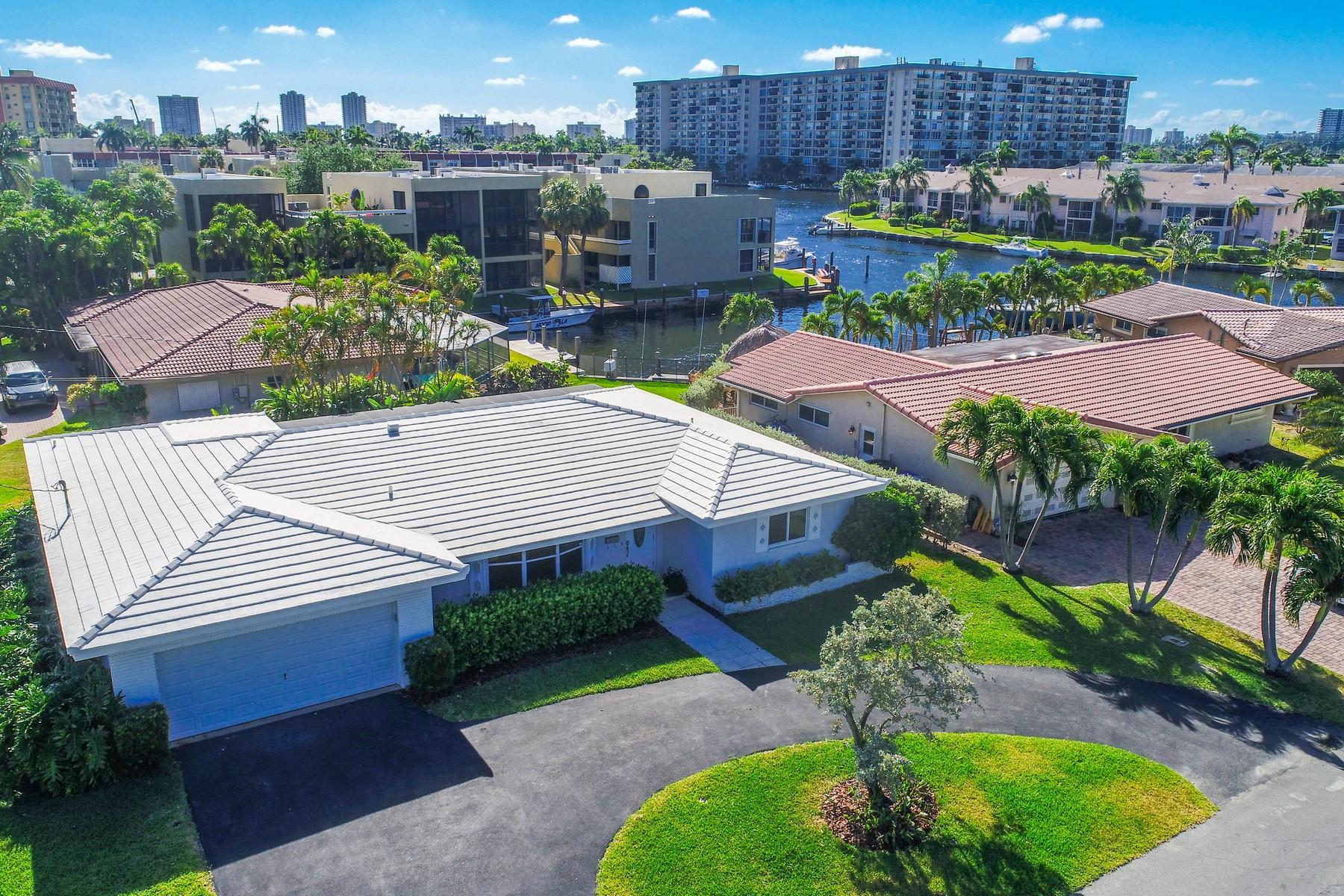 Enfamiljshus för Försäljning vid 590 SE 10 Ave, Pompano Beach, FL 33060 590 SE 10 Ave Pompano Beach, Florida 33060 Usa