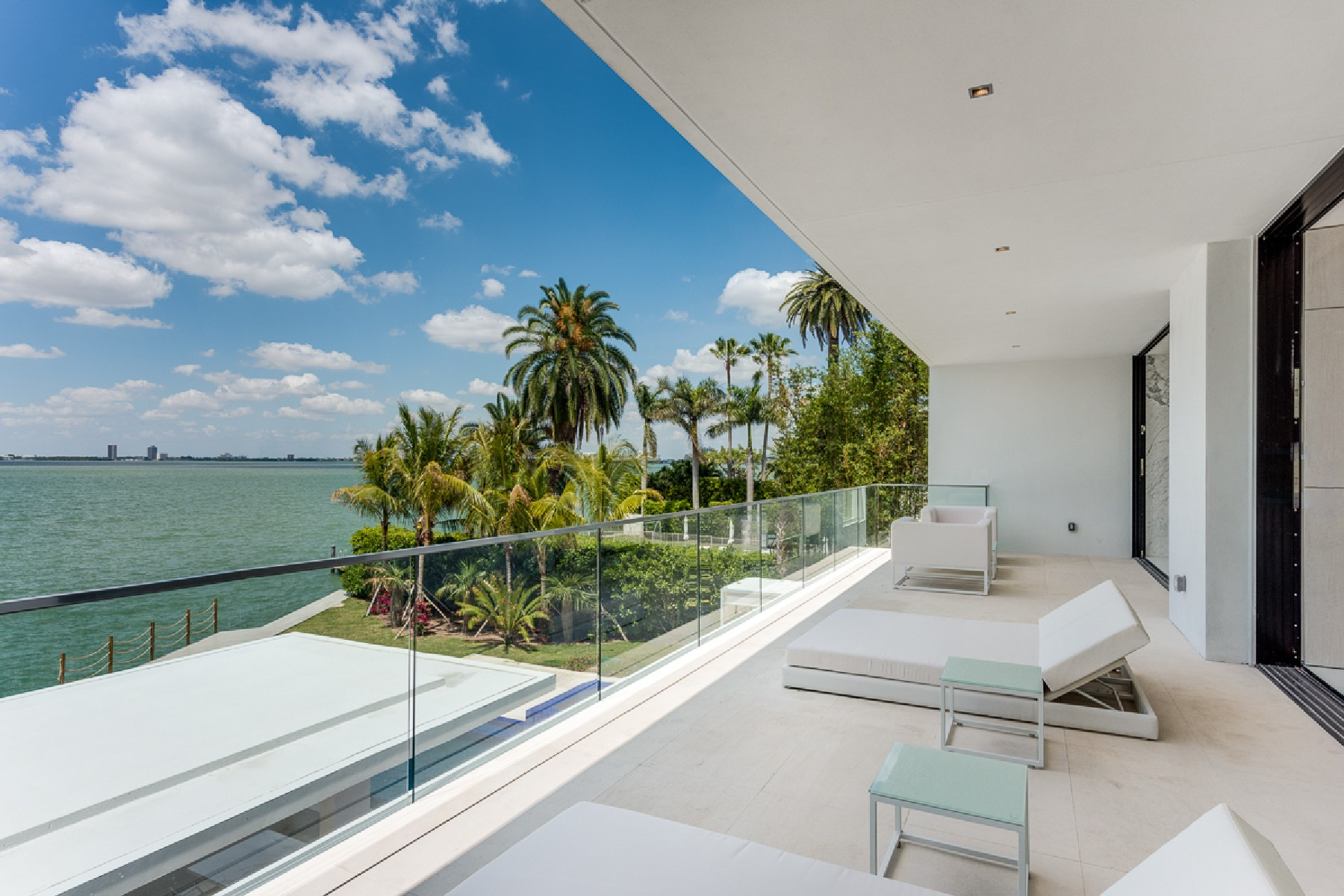 Additional photo for property listing at 5004 N Bay Rd  Miami Beach, Florida 33140 United States