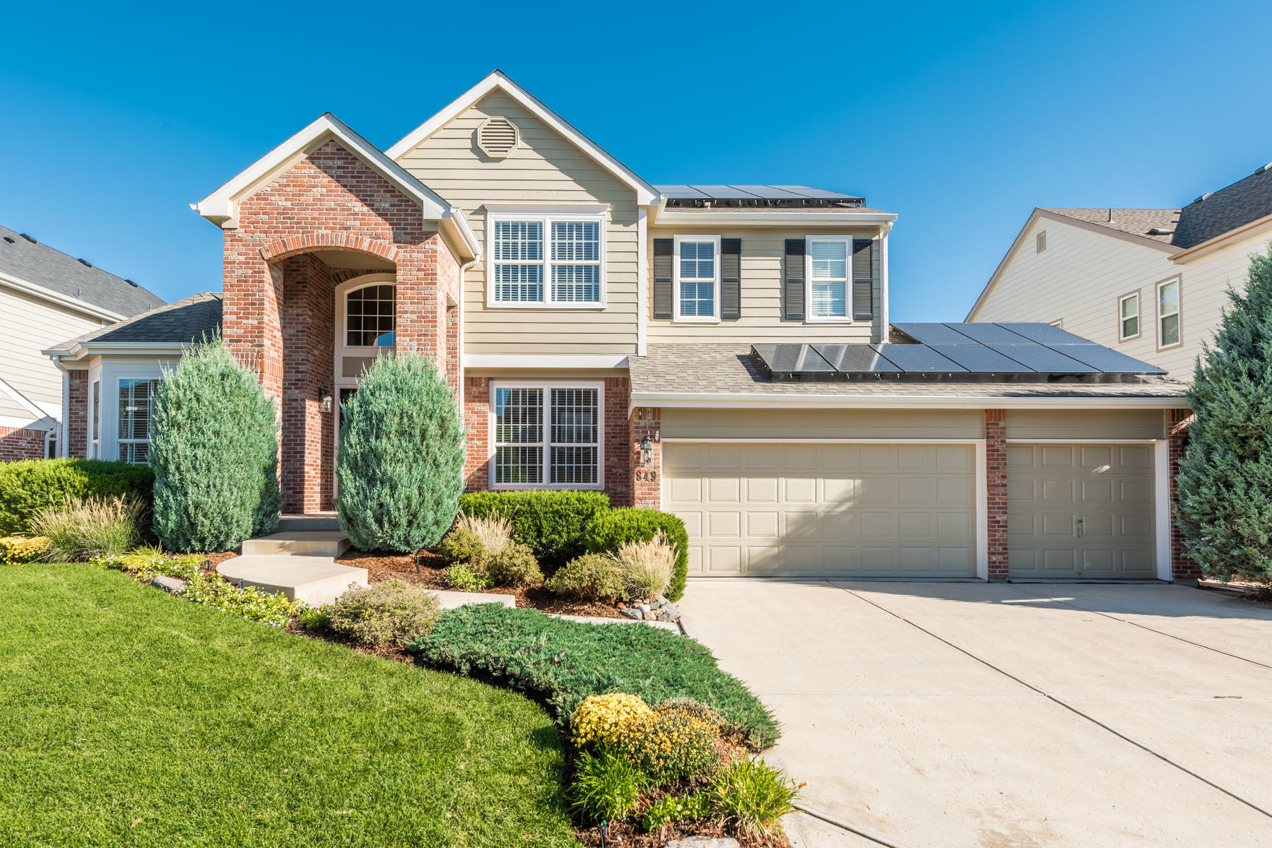 Single Family Home for Active at You will feel right at home in this classic two story in the Weatherstone! 849 Countrybriar Ln Highlands Ranch, Colorado 80129 United States