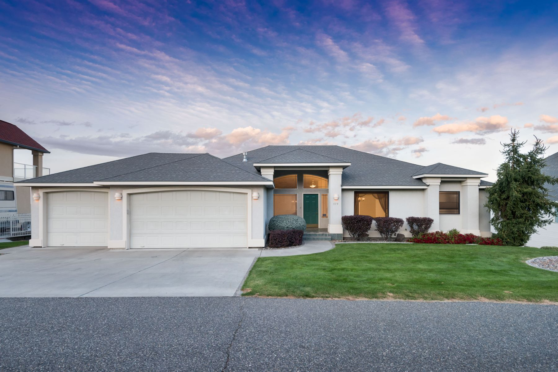 Single Family Home for Sale at Crested Hills City and River Views 575 Clermont Dr Richland, Washington 99352 United States