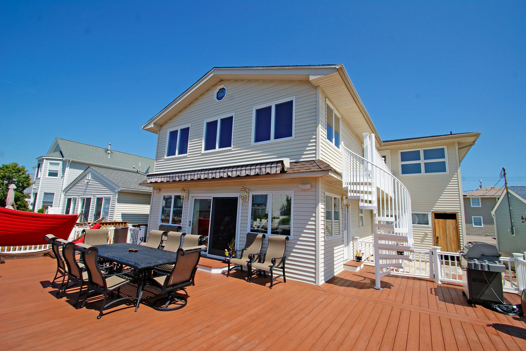 Single Family Homes vì Bán tại Waterfront Location With Direct Bay Access 207 Hayes Court, Lavallette, New Jersey 08735 Hoa Kỳ