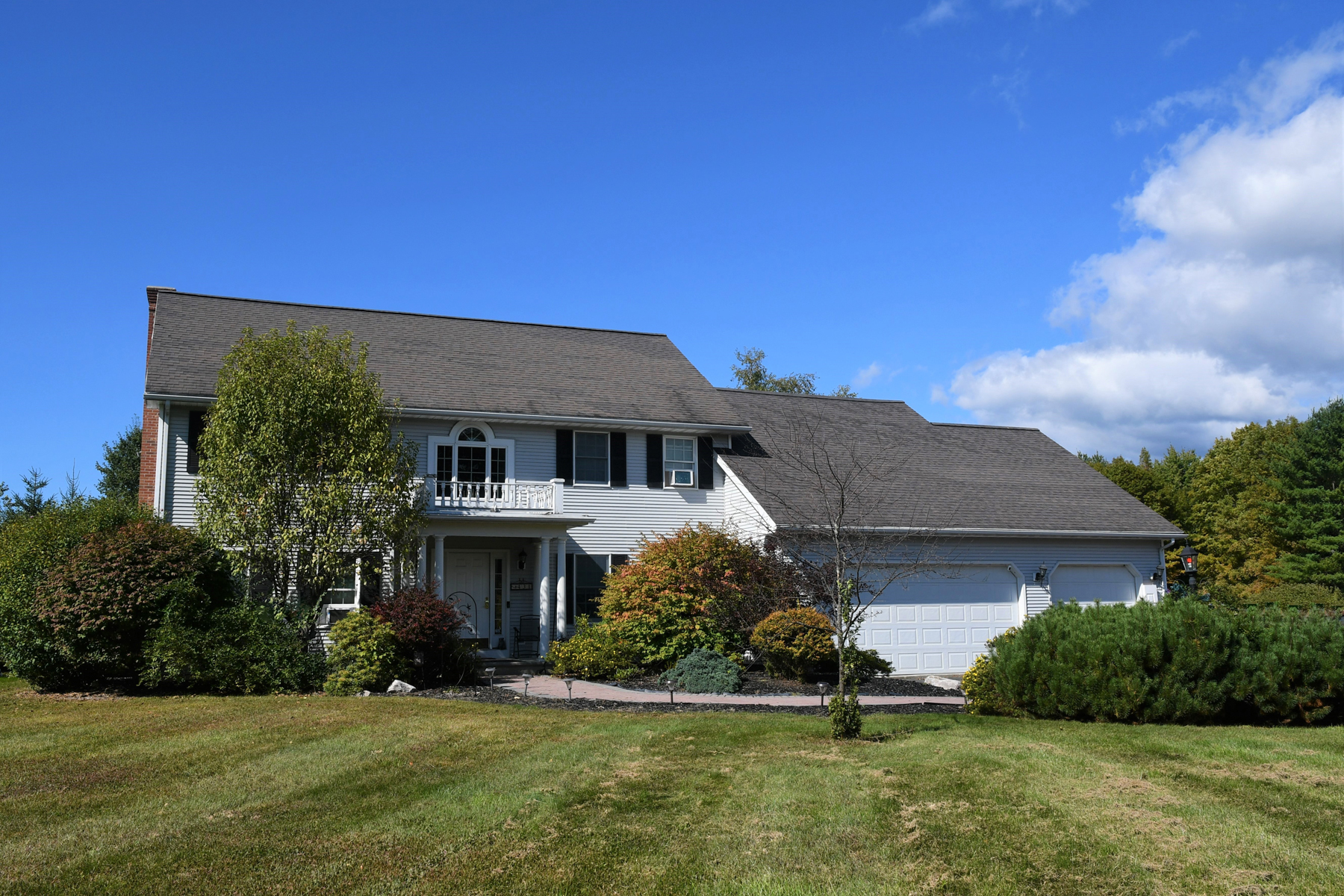 Single Family Homes for Sale at Feels Like Home 431 Grover Drive Rutland Town, Vermont 05701 United States