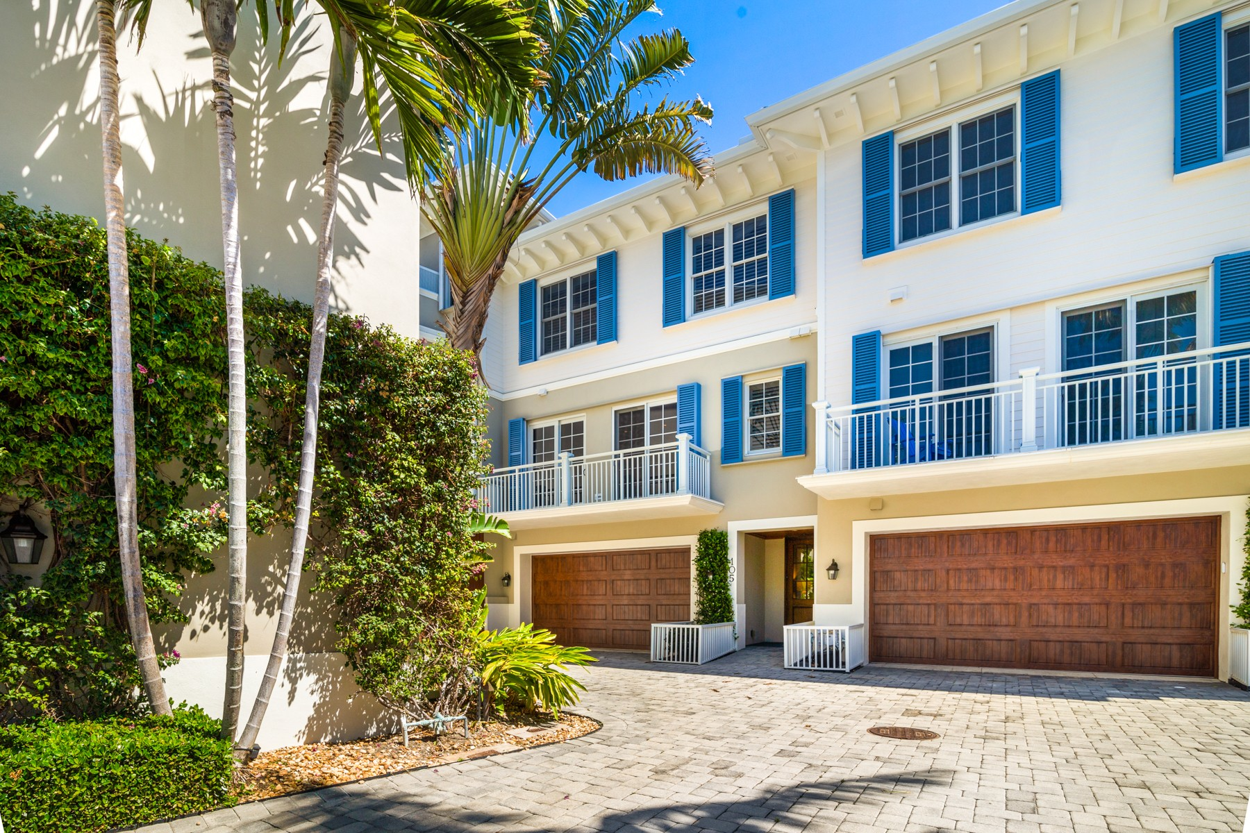 Additional photo for property listing at Elegant Oceanfront Townhome Right in Town 1010 Easter Lily Ln #105 Vero Beach, Florida 32963 United States