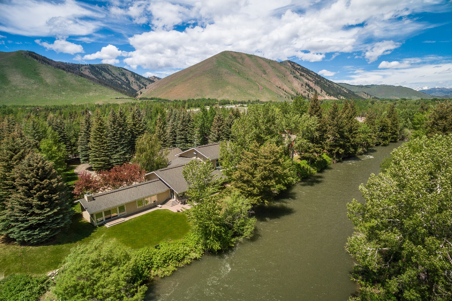 Single Family Home for Sale at Twenty feet from the water 141 Audubon Place Ketchum, Idaho 83340 United States