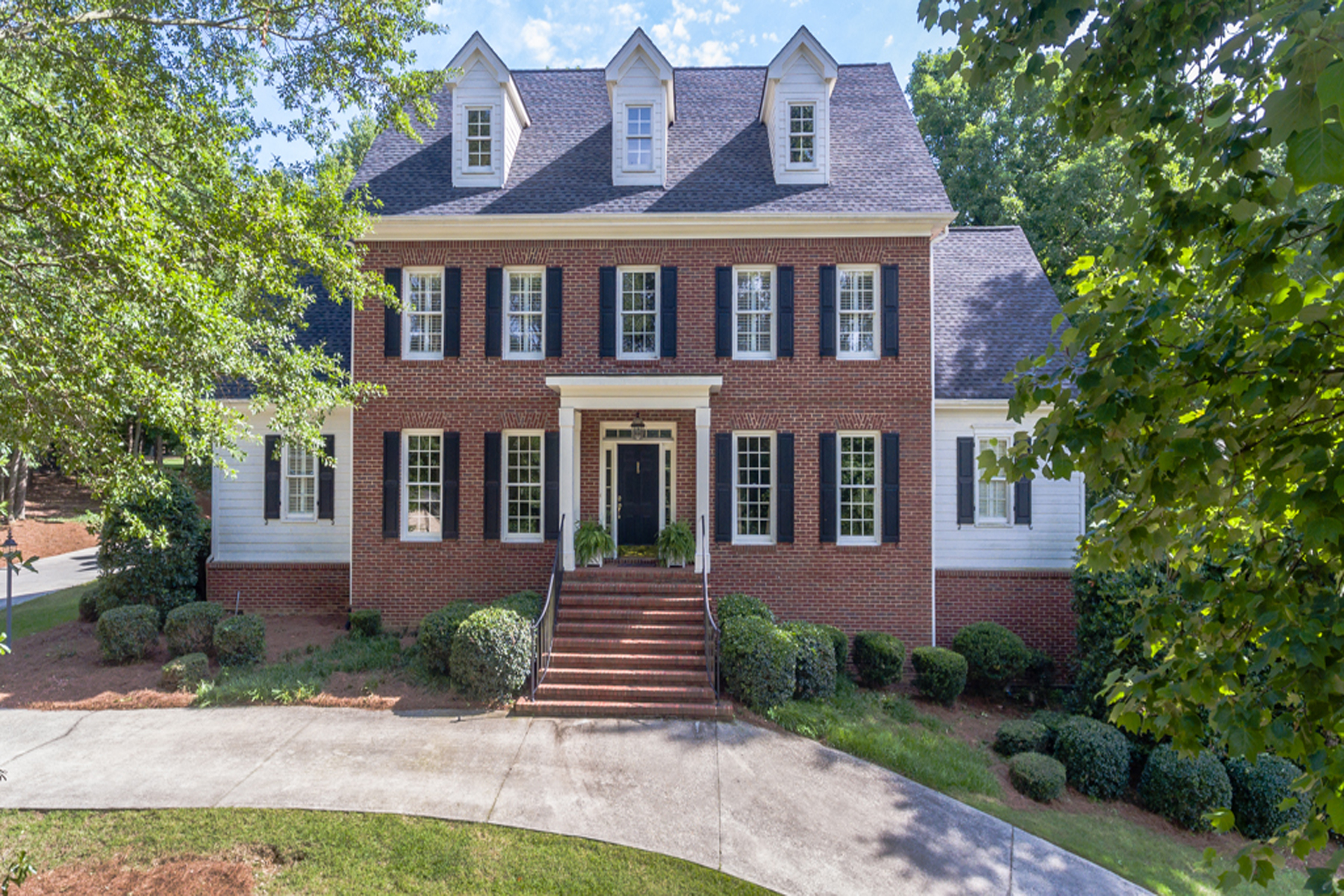 Maison unifamiliale pour l Vente à Large Brick Traditional On Woodlands Golf Course At Chateau Elan 2085 Tee Drive Braselton, Georgia, 30517 États-Unis