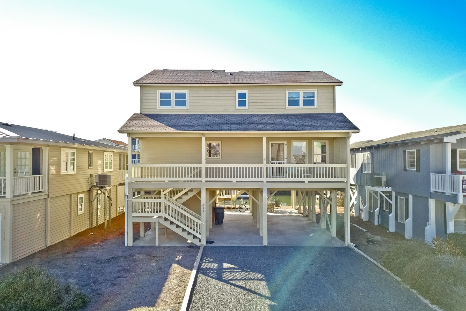 واحد منزل الأسرة للـ Sale في Airy, Open, Canal Front Home 432 Cobia Street, Sunset Beach, North Carolina, 28468 United States
