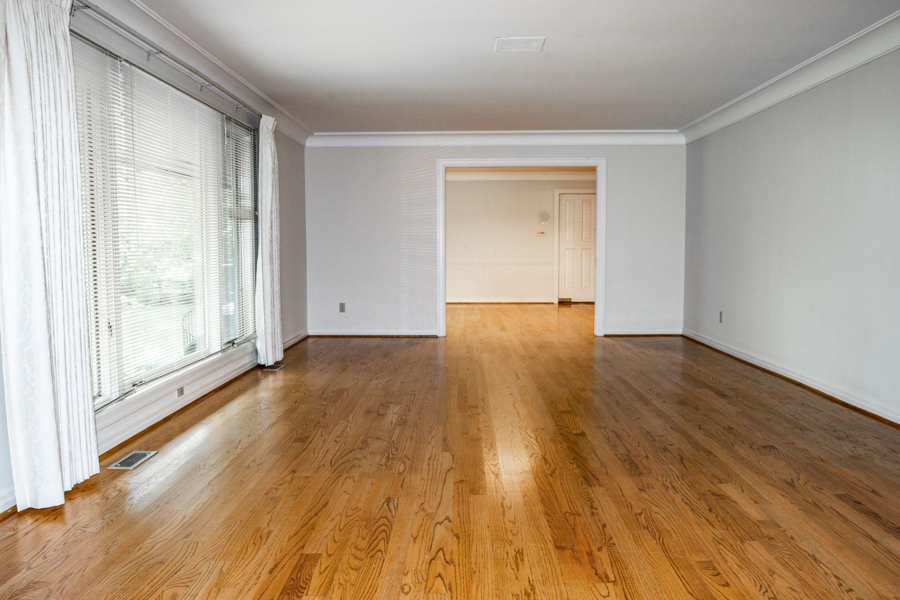 Additional photo for property listing at 10166 Winding Ridge Road Ladue, Missouri 63124 United States