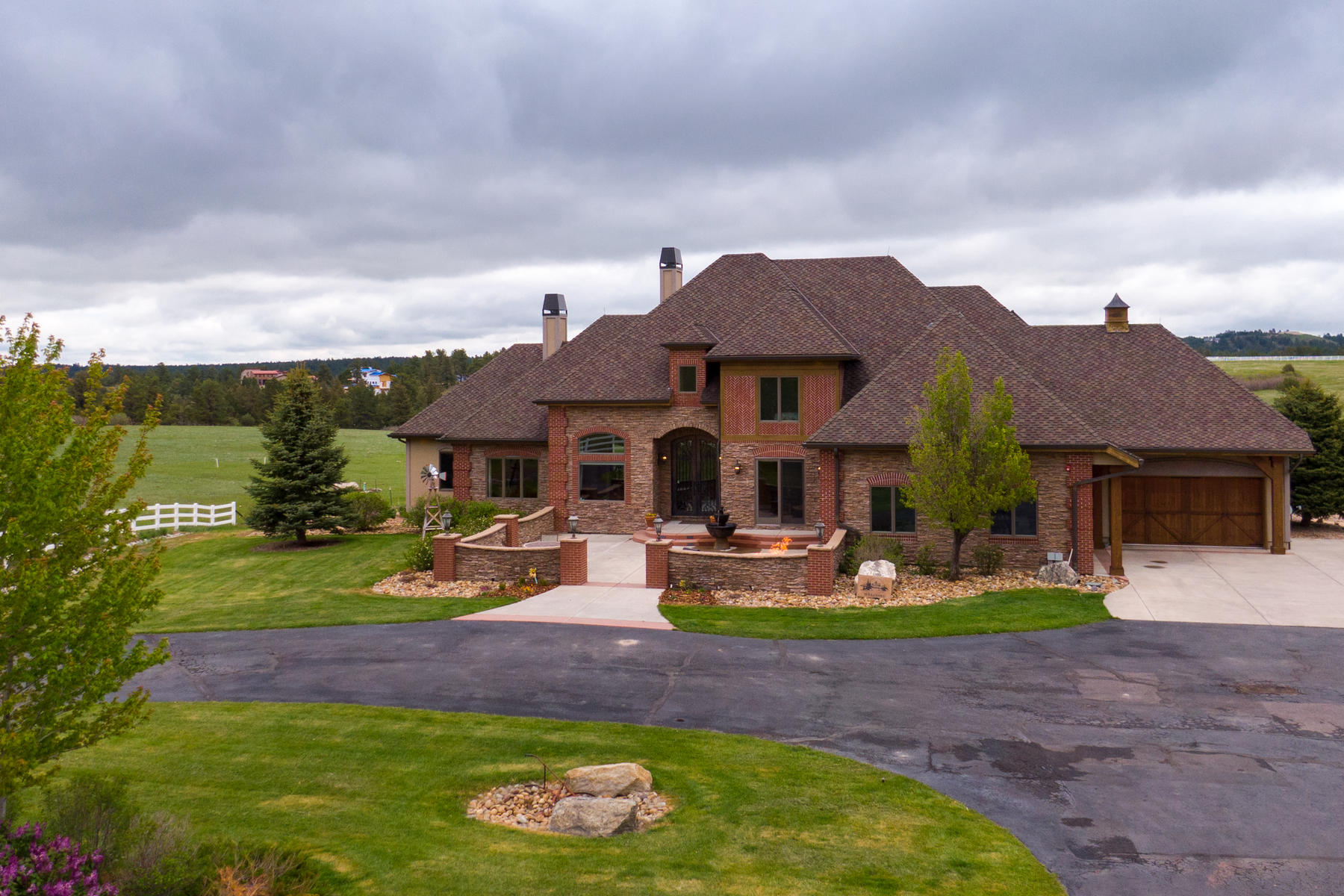 Single Family Homes for Active at This custom estate sits on 35 wide-open acres and boasts spectacular views! 9415 Arabian Run Franktown, Colorado 80116 United States