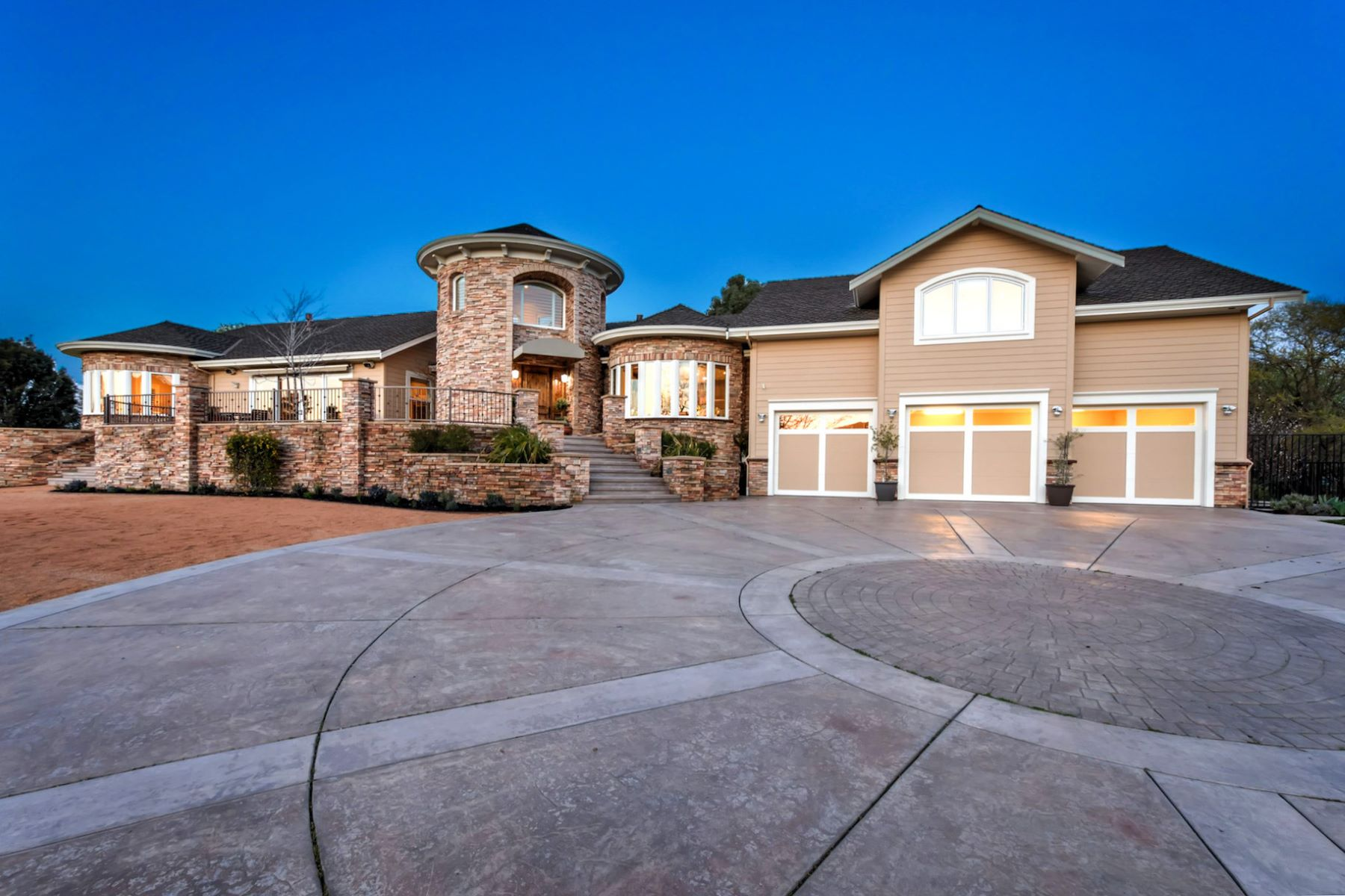 Single Family Home for Sale at 920 Happy Valley Rd, Pleasanton 920 Happy Valley Rd Pleasanton, California 94566 United States
