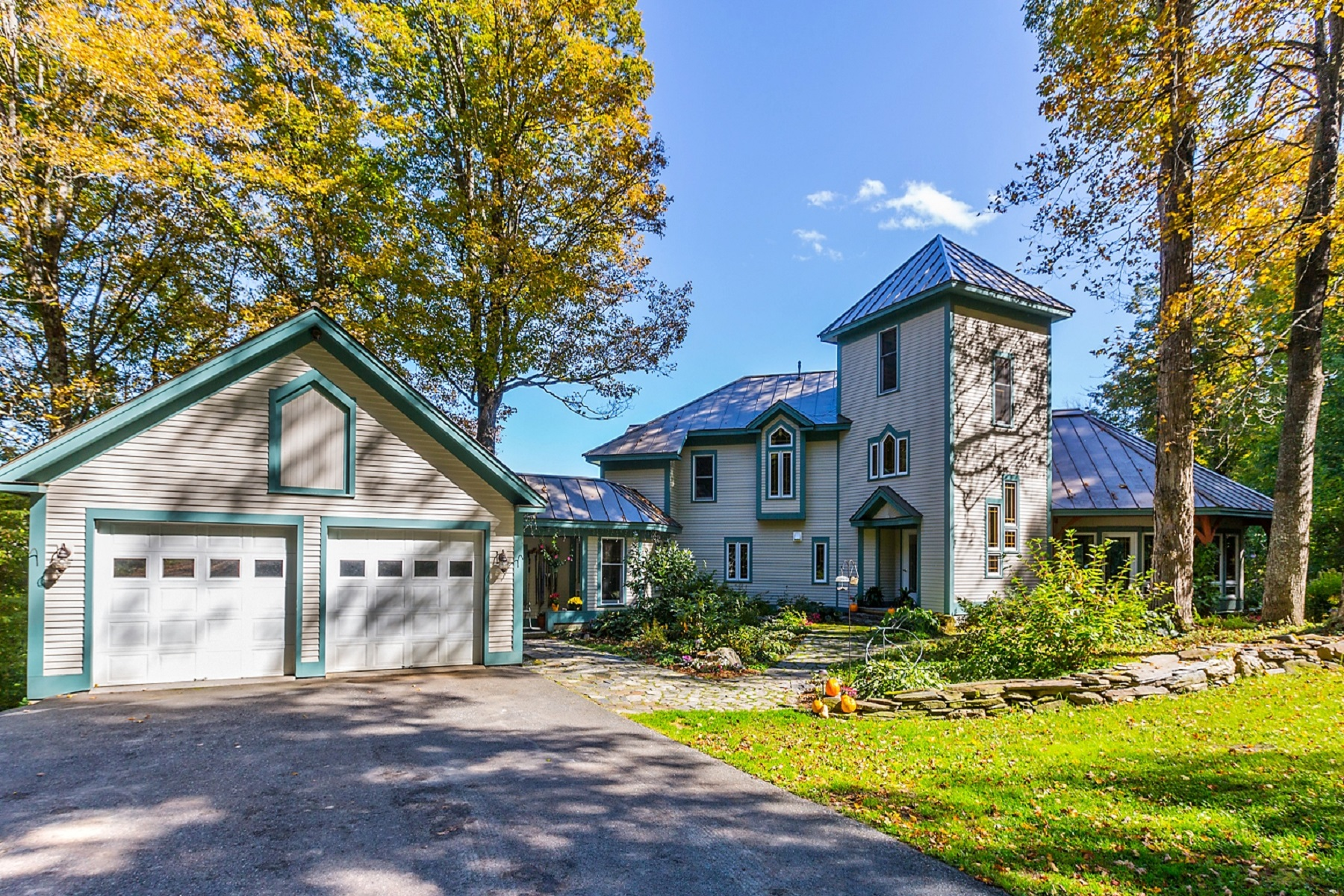 Single Family Homes for Sale at Davis Timber Frame Home 928 East Street Brookfield, Vermont 05036 United States