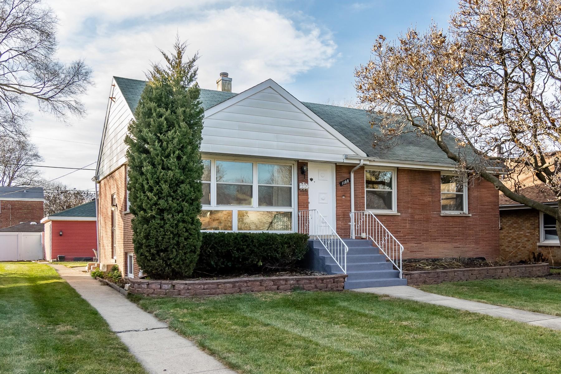 Частный односемейный дом для того Продажа на Updated Cozy Ranch 1108 Newcastle Avenue Westchester, Иллинойс 60154 Соединенные Штаты