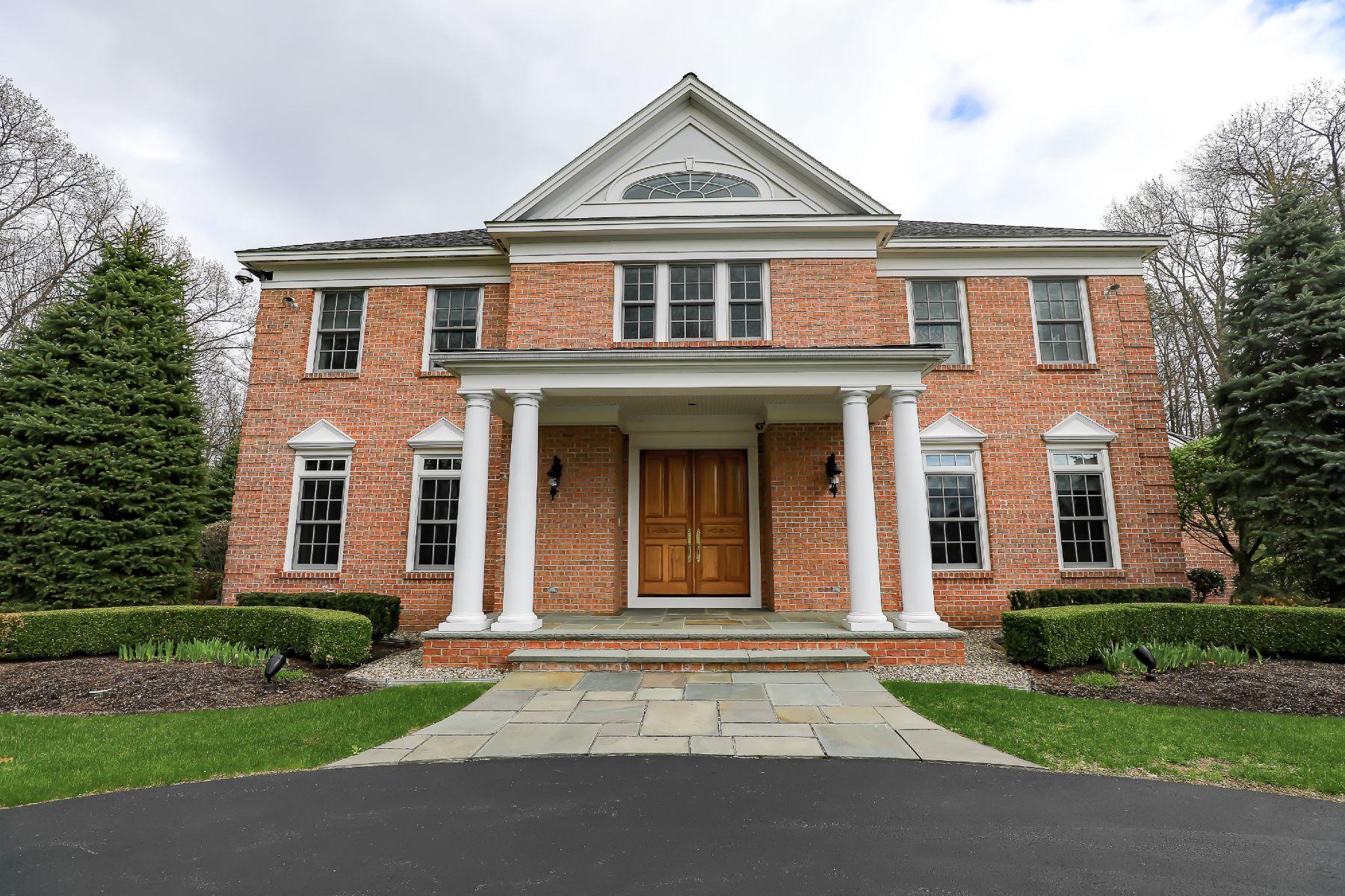 Casa Unifamiliar por un Venta en Superior Appointed Custom Luxury 13 Taprobane Loudonville, Nueva York 12211 Estados Unidos