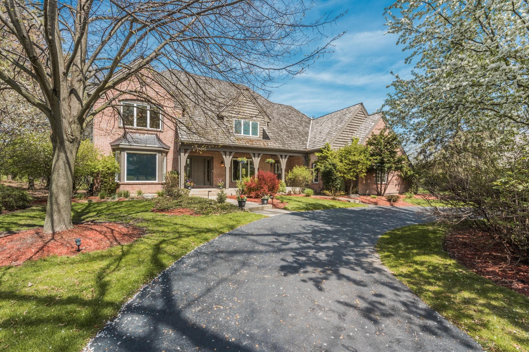 Vivienda unifamiliar por un Venta en Charming English Brick and Cedar Home 60 S Wynstone Drive North Barrington, Illinois, 60010 Estados Unidos