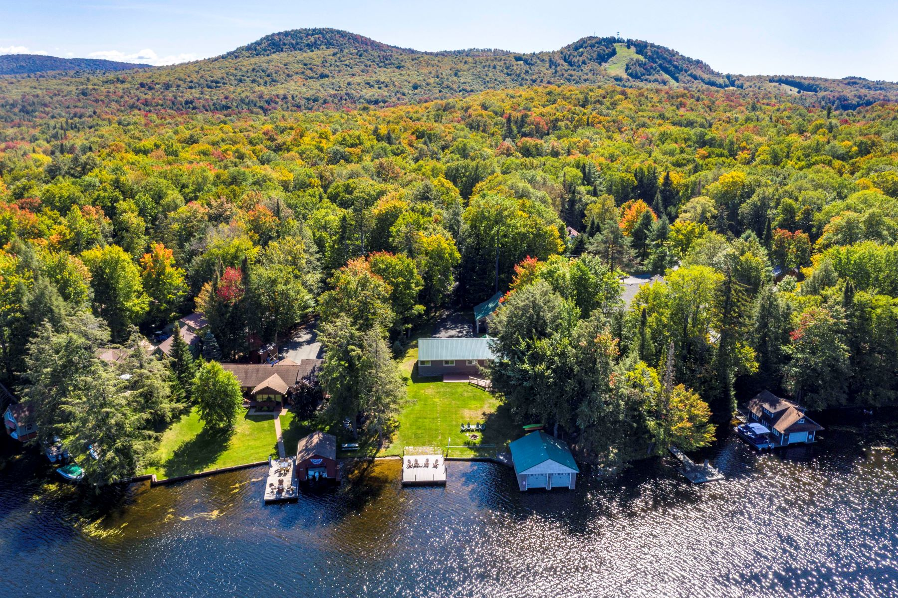 Single Family Homes für Verkauf beim Beautiful Waterfront Ranch Style Home 132 Creekside Lane, Old Forge, New York 13420 Vereinigte Staaten