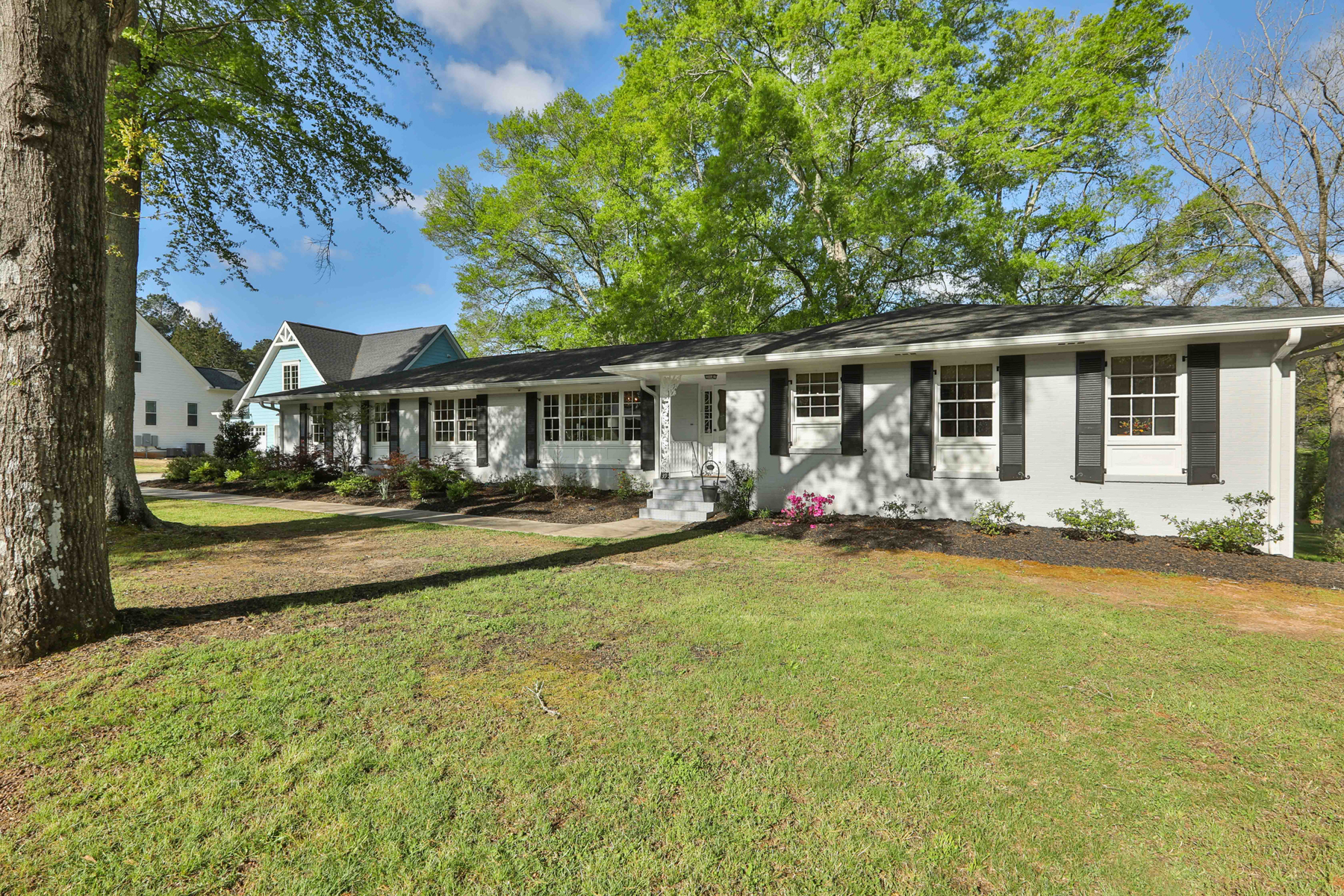 Single Family Homes のために 売買 アット Fully Renovated Four Bedroom Mid-Century Ranch 39 Luther Bailey Road, Senoia, ジョージア 30276 アメリカ