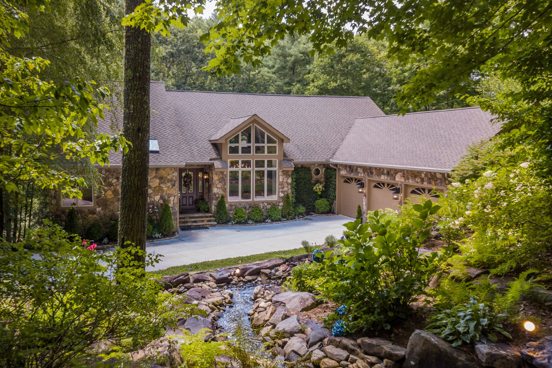 Single Family Homes for Active at 213 River Overlook Road Sapphire, North Carolina 28774 United States