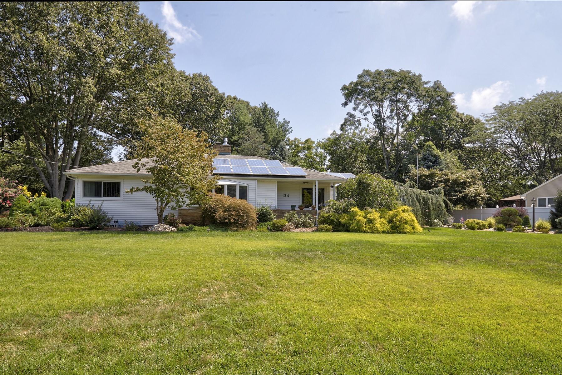 Single Family Homes pour l Vente à Lincroft, New Jersey 07738 États-Unis