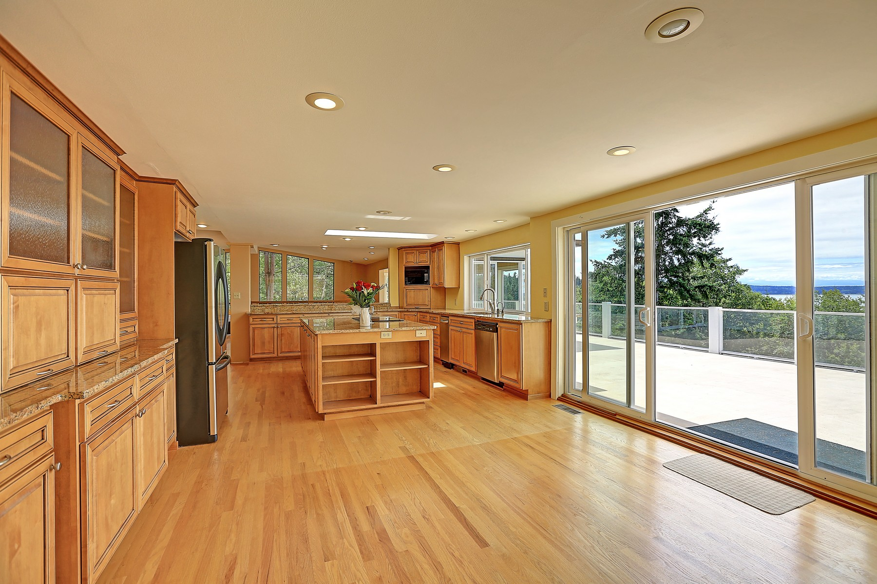Additional photo for property listing at Madrona View with Acerage 180 Horizon Wy Camano Island, Washington 98282 Estados Unidos