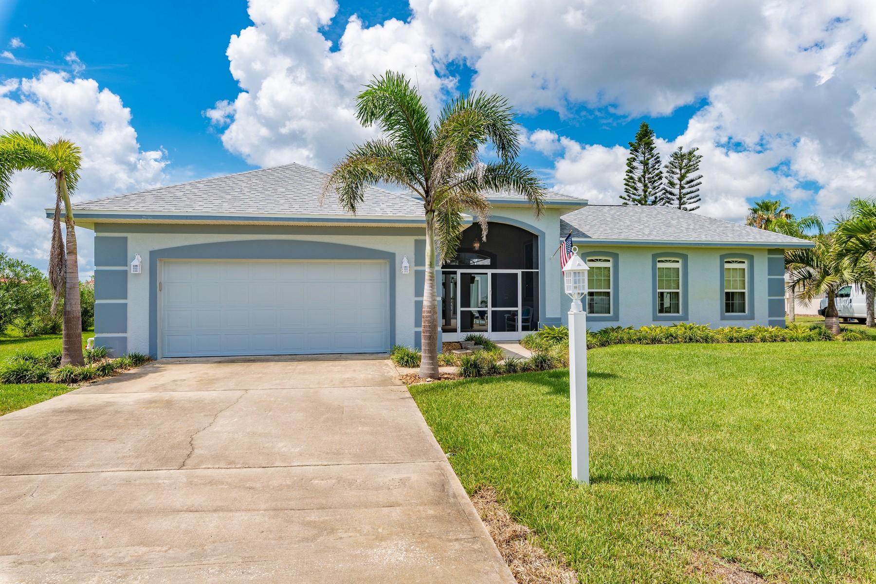 獨棟家庭住宅 為 出售 在 Courtyard Home in South Beaches 225 Woody Circle Melbourne Beach, 佛羅里達州 32951 美國