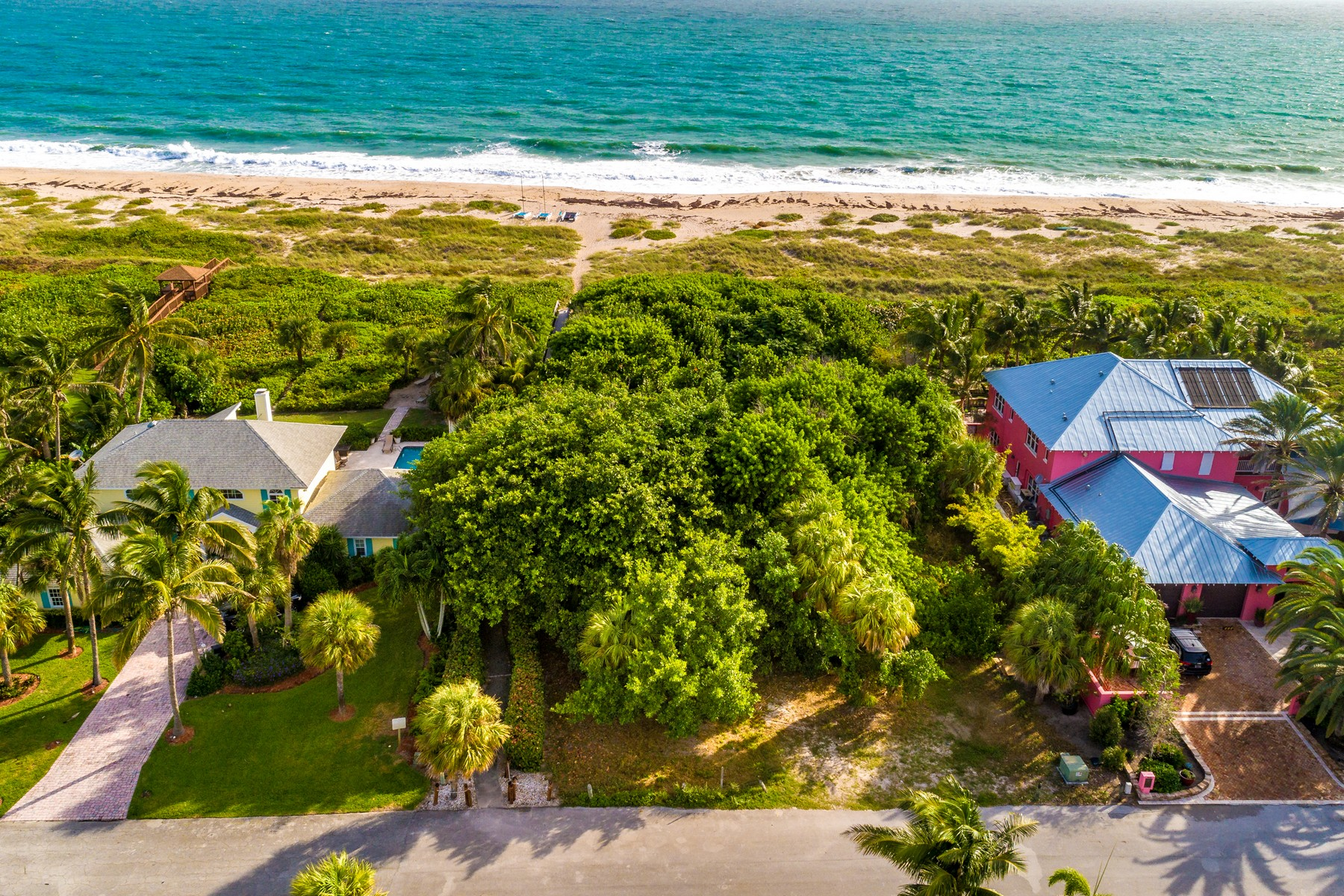 Terreno por un Venta en Magnificent Oceanfront Homesite 920 Crescent Beach Road Vero Beach, Florida 32963 Estados Unidos