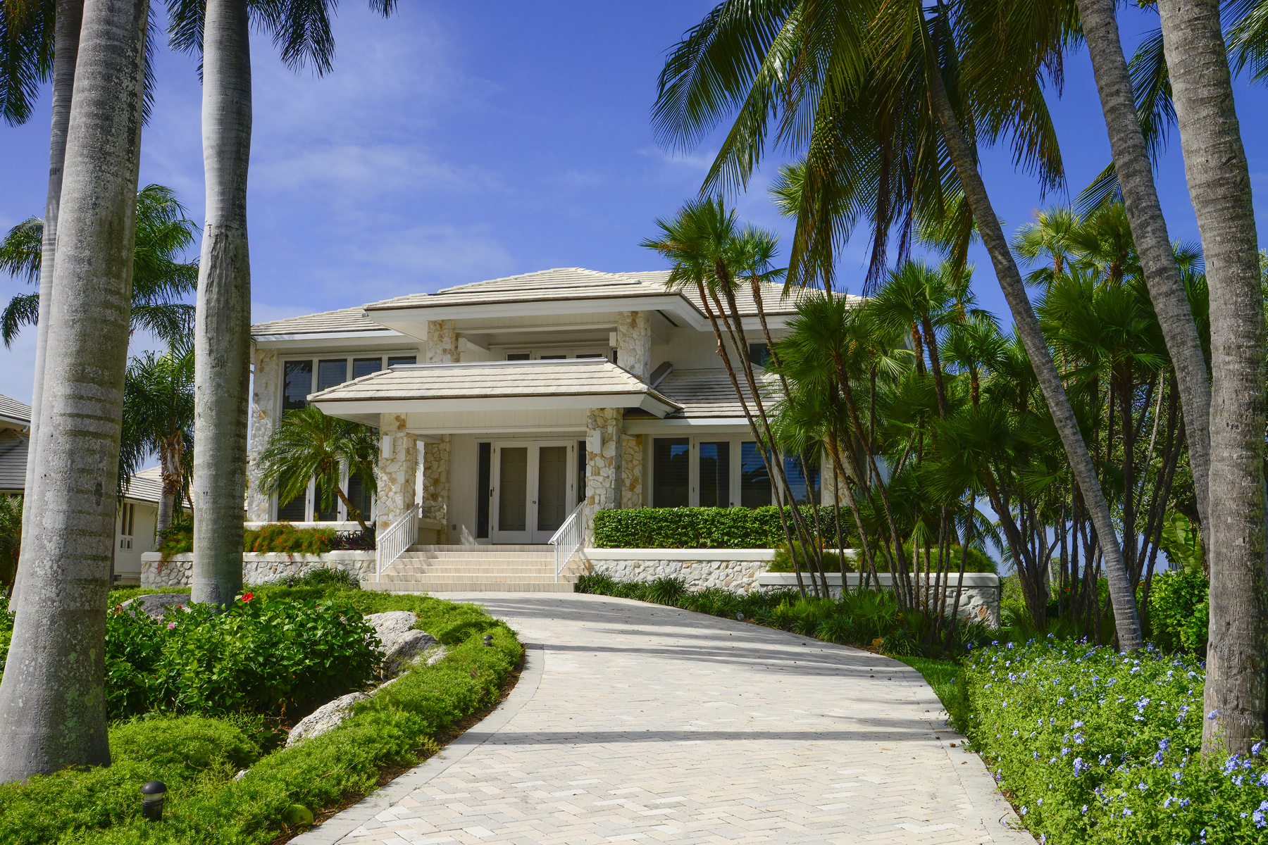 Maison unifamiliale pour l Vente à Prestigious Waterfront Living at Ocean Reef 13 Osprey Lane Ocean Reef Community, Key Largo, Florida, 33037 États-Unis