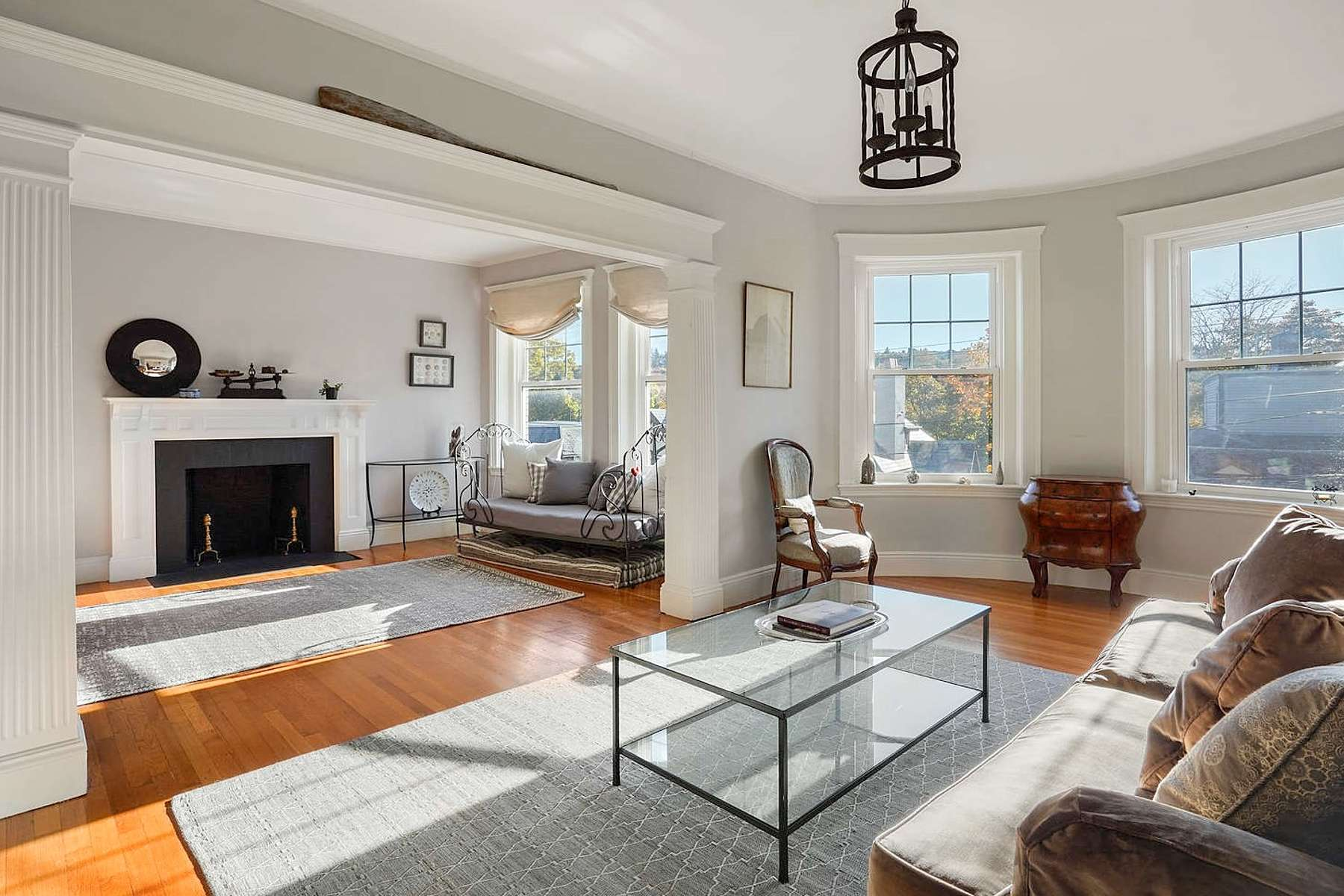 Condominiums for Sale at 281 Tappan St - Unit 2 281 Tappan St 2 Brookline, Massachusetts 02445 United States