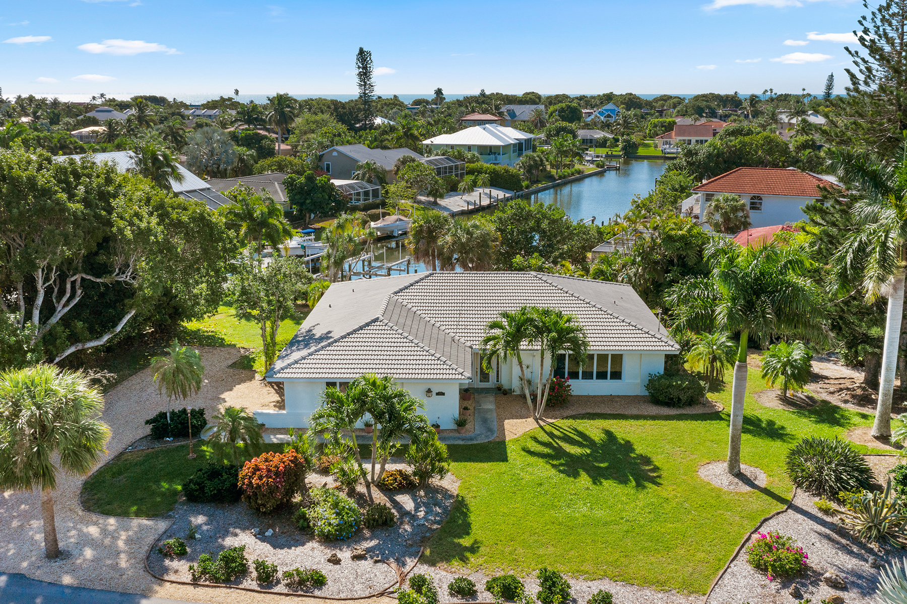Single Family Homes for Sale at SHELL HARBOR 979 Whelk Drive, Sanibel, Florida 33957 United States