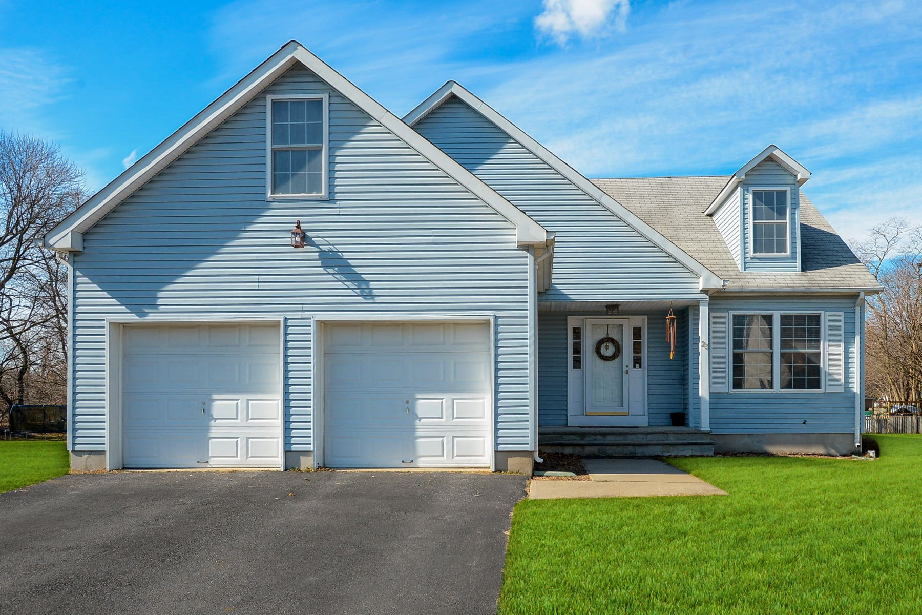 Single Family Homes для того Продажа на Desirable Colonial 23 Frelinghuysen Street, Belvidere, Нью-Джерси 07823 Соединенные Штаты