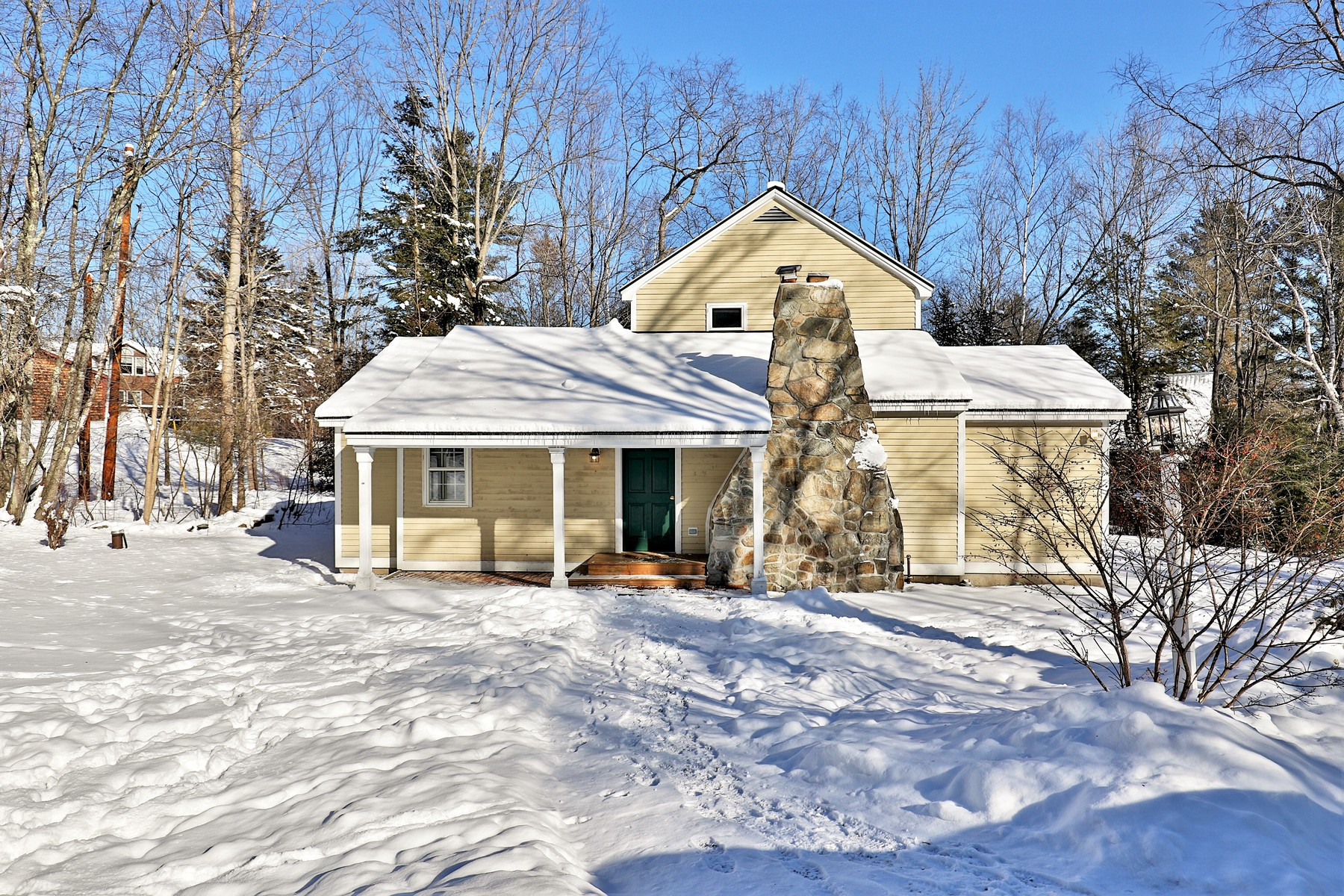 Single Family Homes for Sale at Vermont Contemporary Farmhouse 796 Landgrove Road Londonderry, Vermont 05148 United States