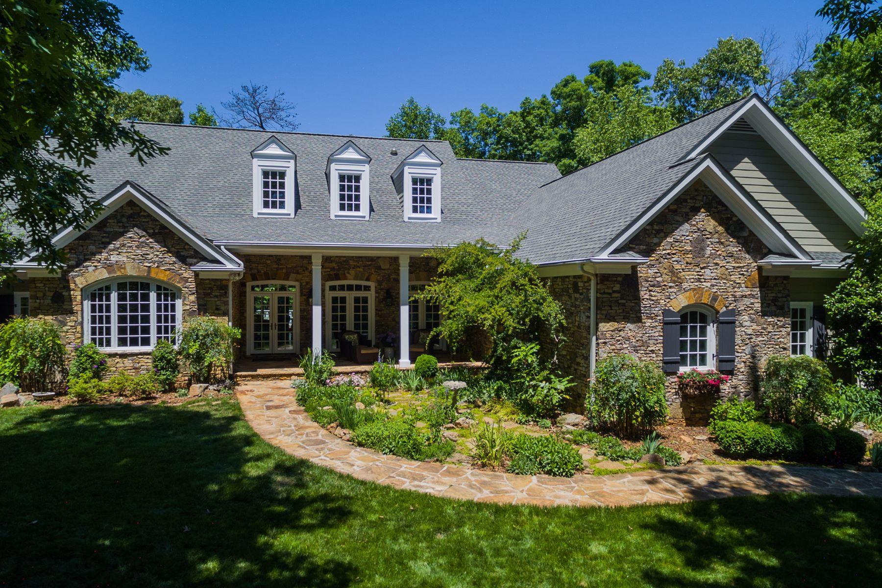 Casa Unifamiliar por un Venta en Classic French Country Home With Ridge Line Views to Jasper 1390 Summit Road Milton, Georgia, 30004 Estados Unidos