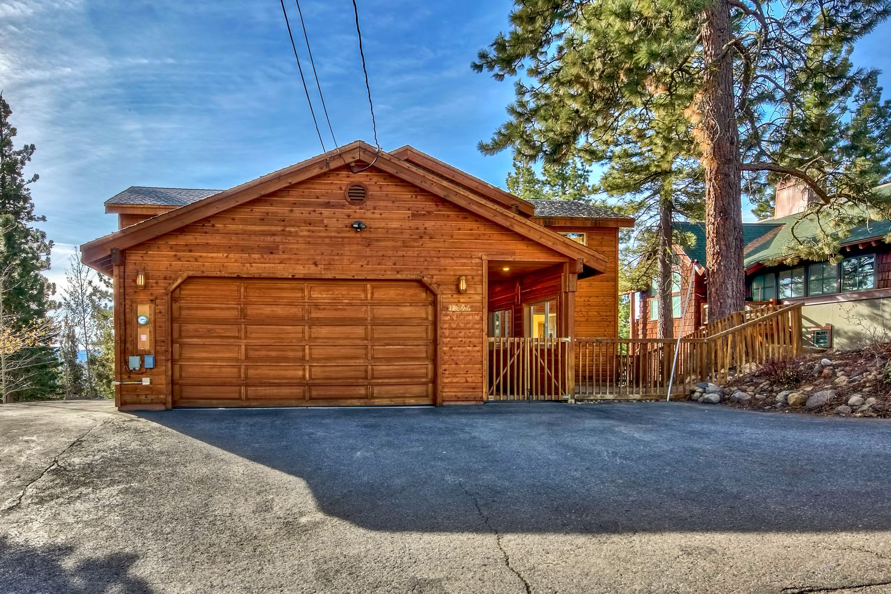 Additional photo for property listing at 11896 Skislope Way, Truckee California 96161 11896 Skislope Way Truckee, California 96161 United States