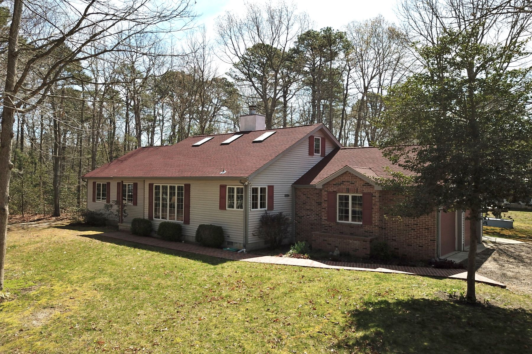 Moradia para Venda às Spacious and Charming Single Family Home 105 Cedar Lane East, Cape May Court House, Nova Jersey 08210 Estados Unidos